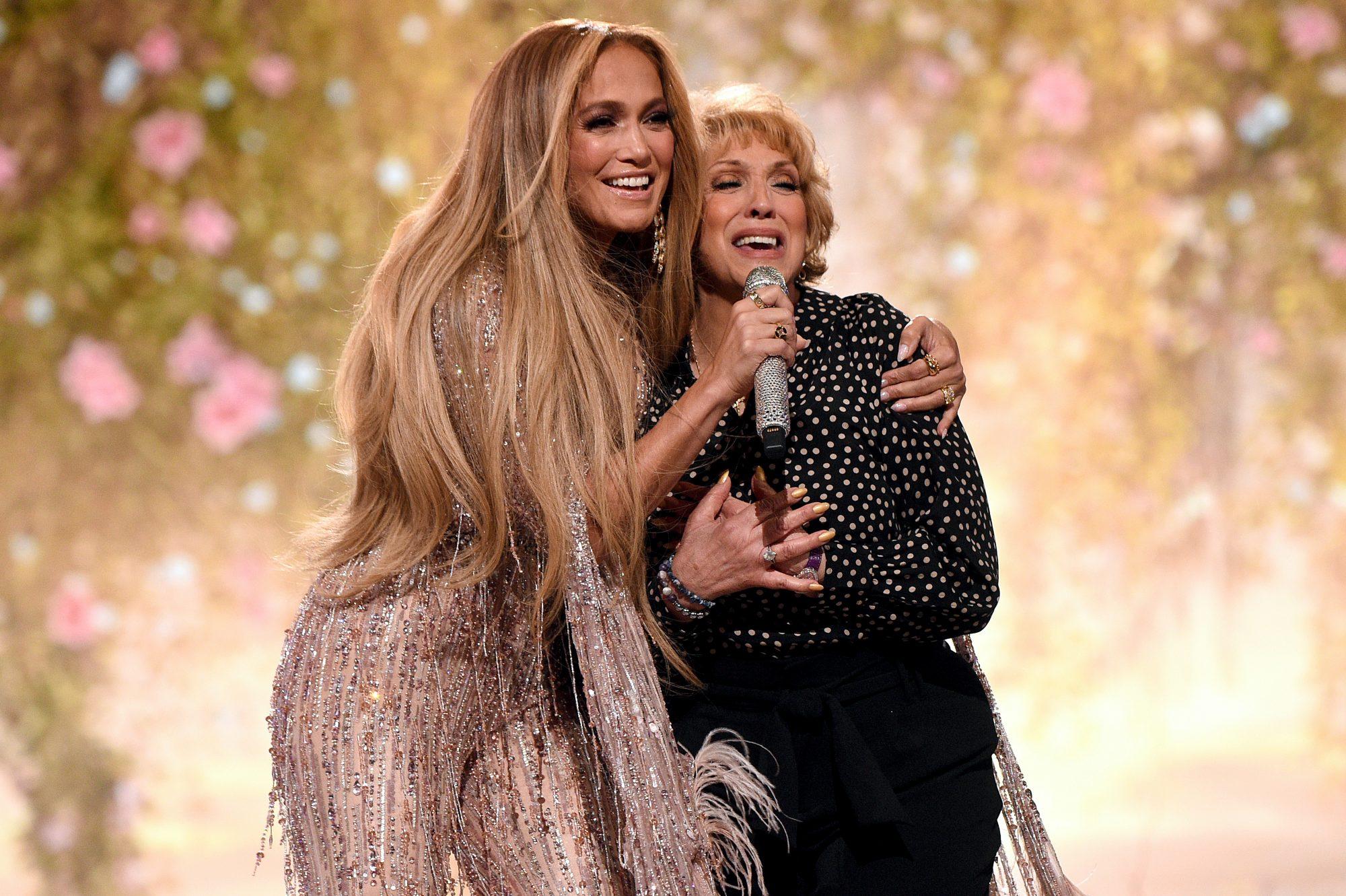 Jennifer Lopez y su mamá Guadalupe Rodríguez Global Citizen VAX LIVE: The Concert To Reunite The World
