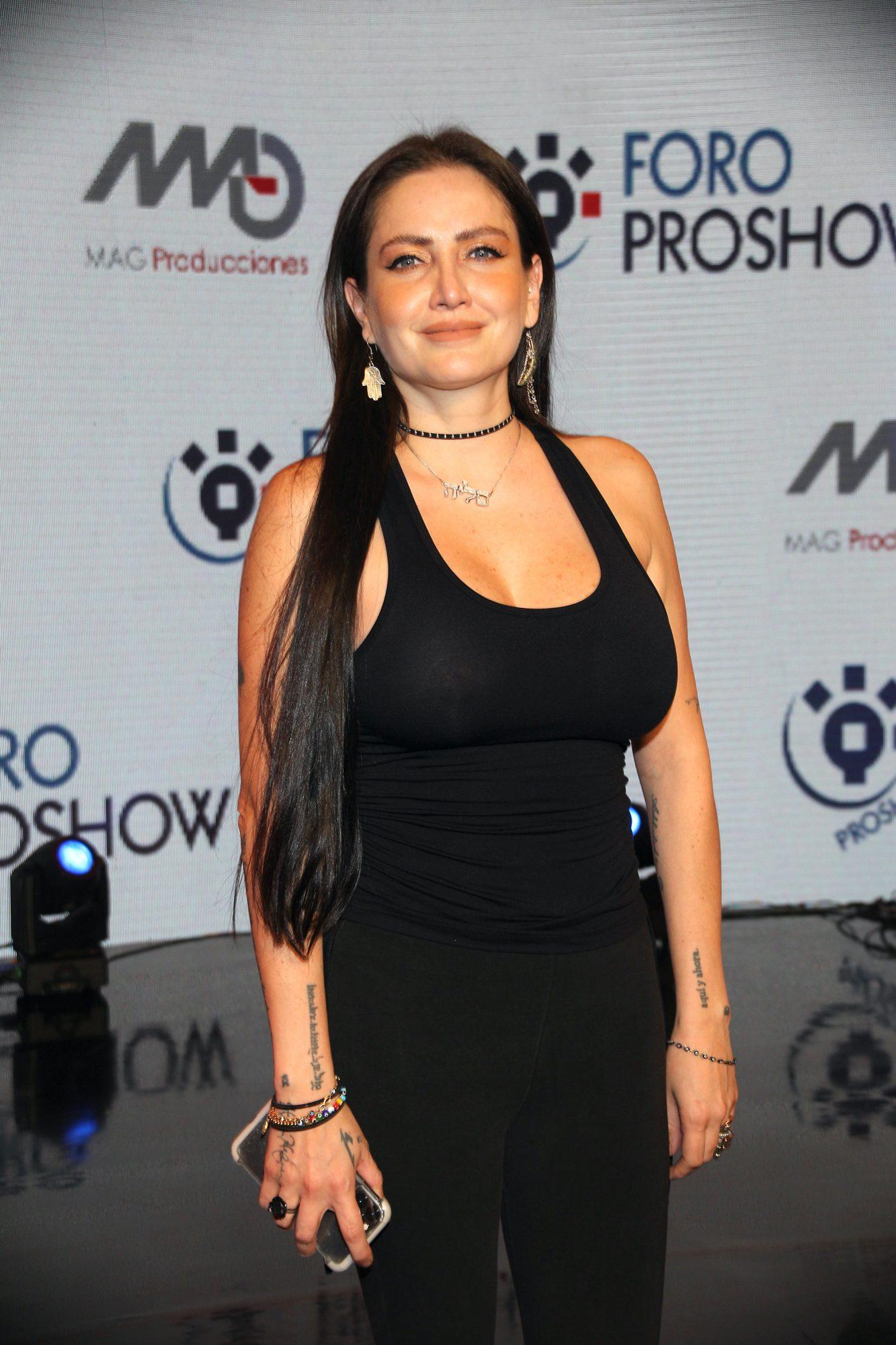 """Celia Lora en Foro ProShow, un espacio desde el cual se transmiten contenidos en streaming y que en esta ocasión estrena """"Make Up Show"""" con secretos de maquillaje"""