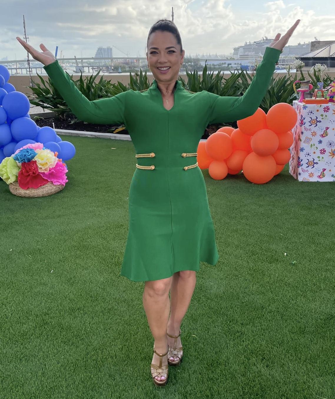 Adamari Lopez, look del dia, vestido verde, hoy dia