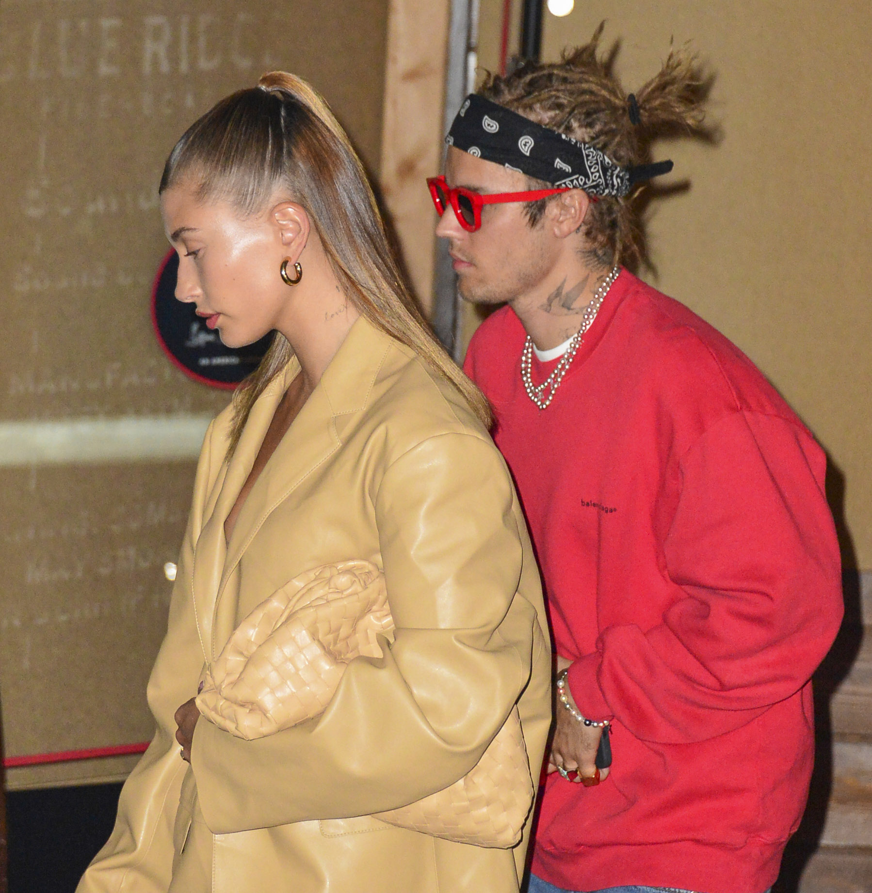 Justin Bieber Keeps Flashing his Edgy New Style During a Romantic Dinner with Hailey