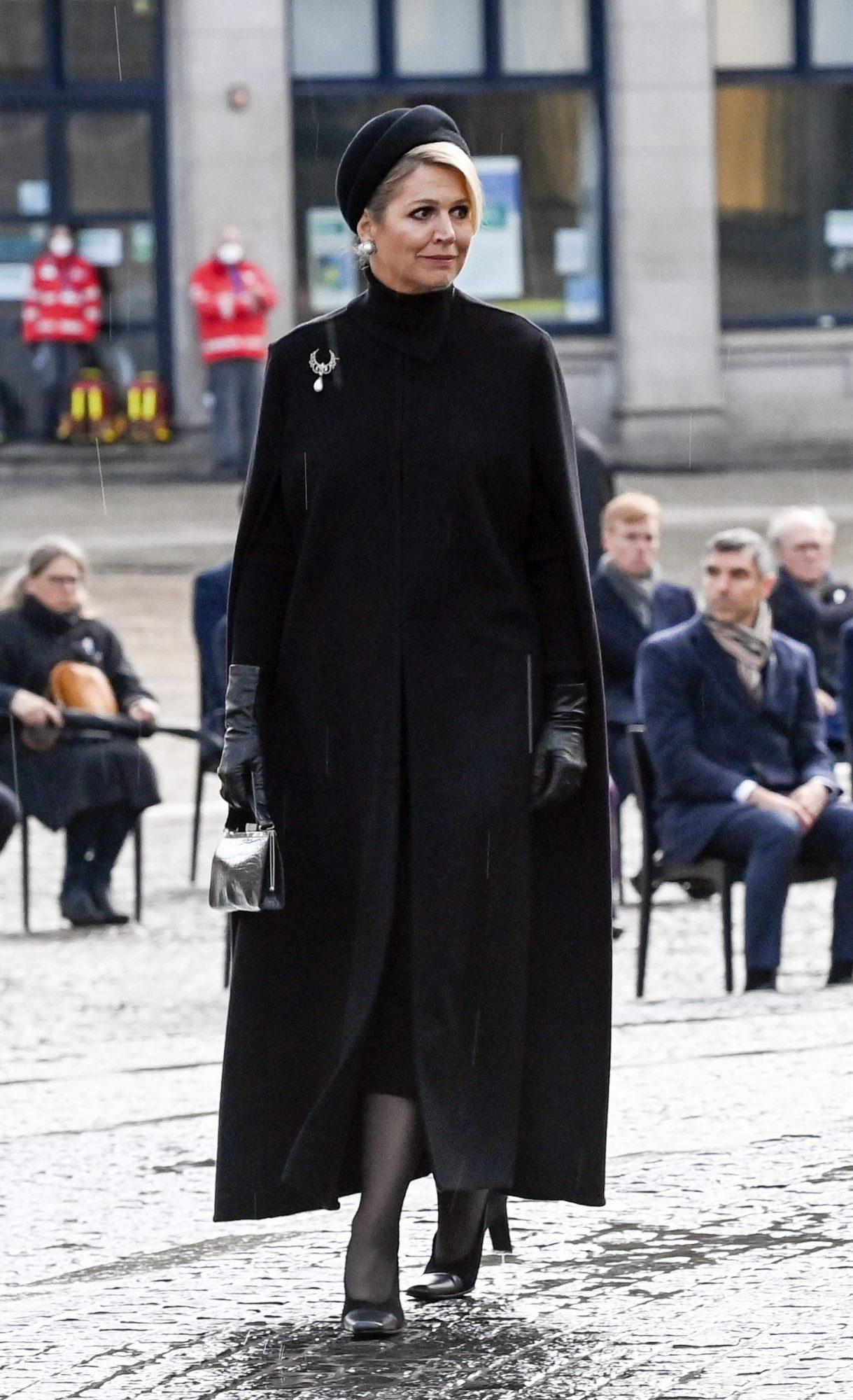 Reina Maxima de Holanda, capa negra