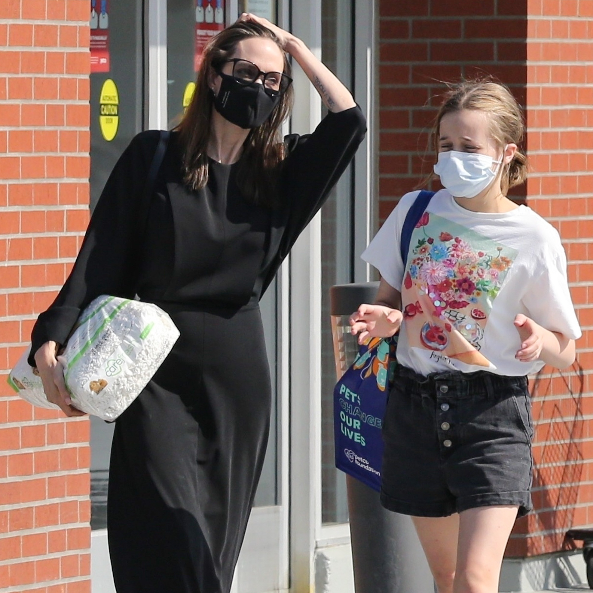 Angelina Jolie Bonds With Daughter Vivianne As They Stop By A Pet Store