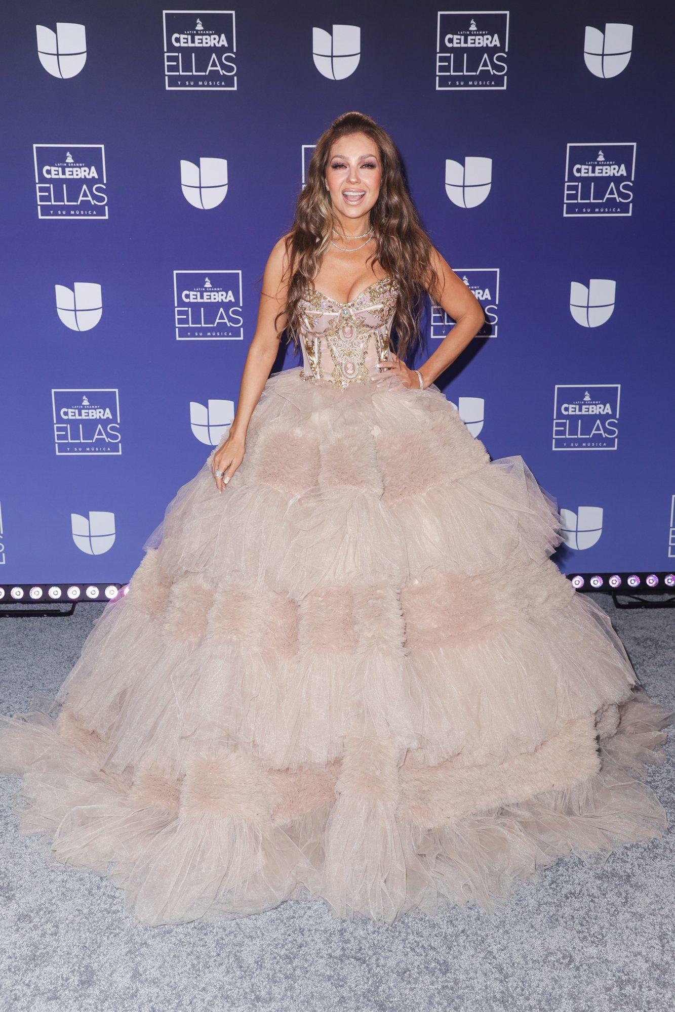Alejandra Espinoza maravilla sobre la alfombra con este vestido  espectacular | People en Español