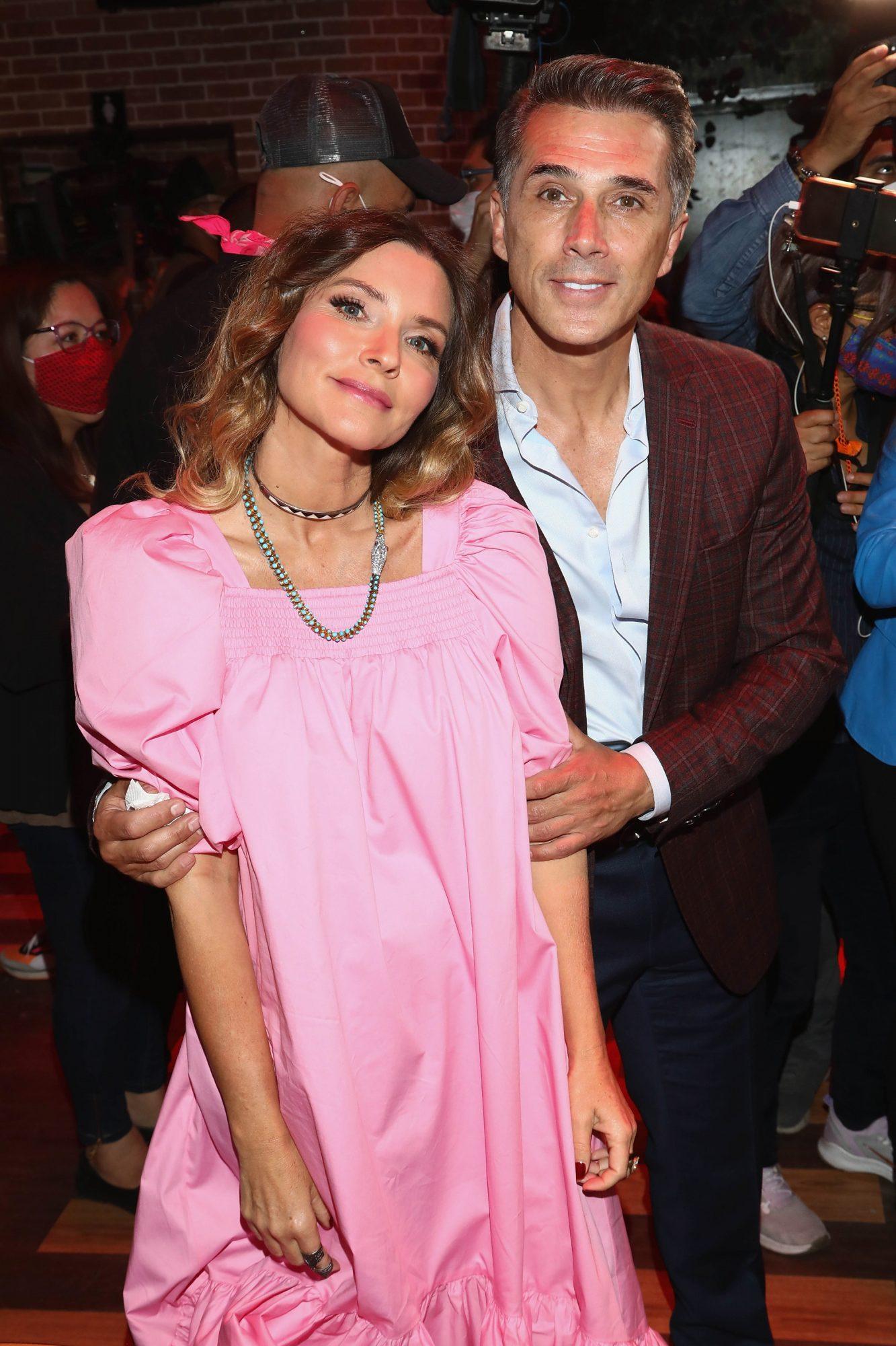 Isabella Camil, look del dia, vestido rosado, cumpleaños de Sergio Mayer
