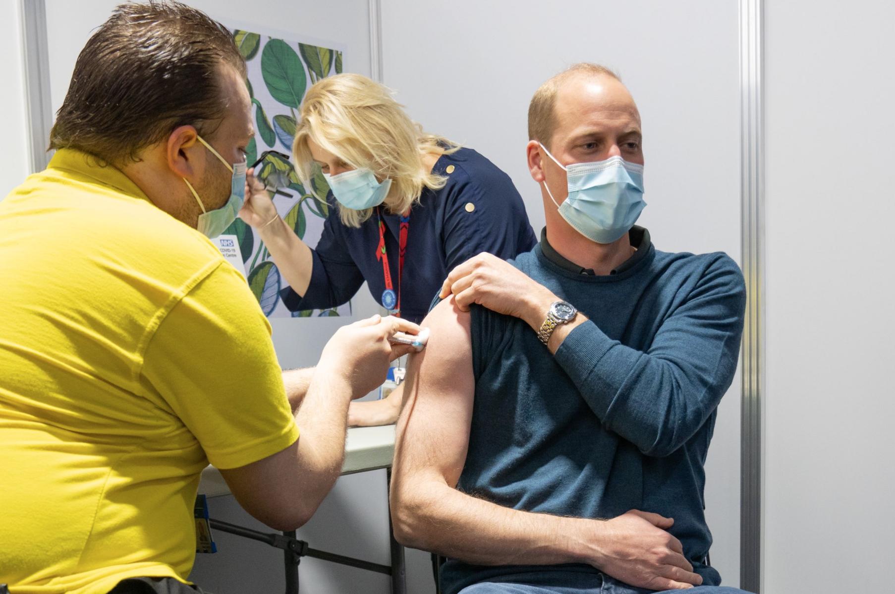 Principe William recibe vacuna de la covid-19
