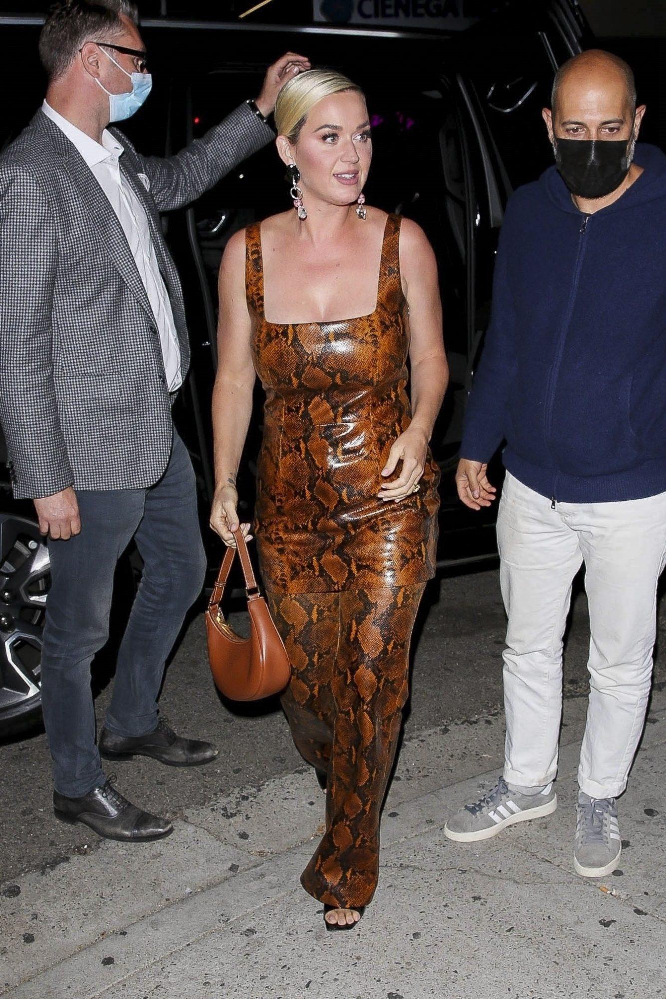 Katy Perry, look del dia, jumpsuit de piel