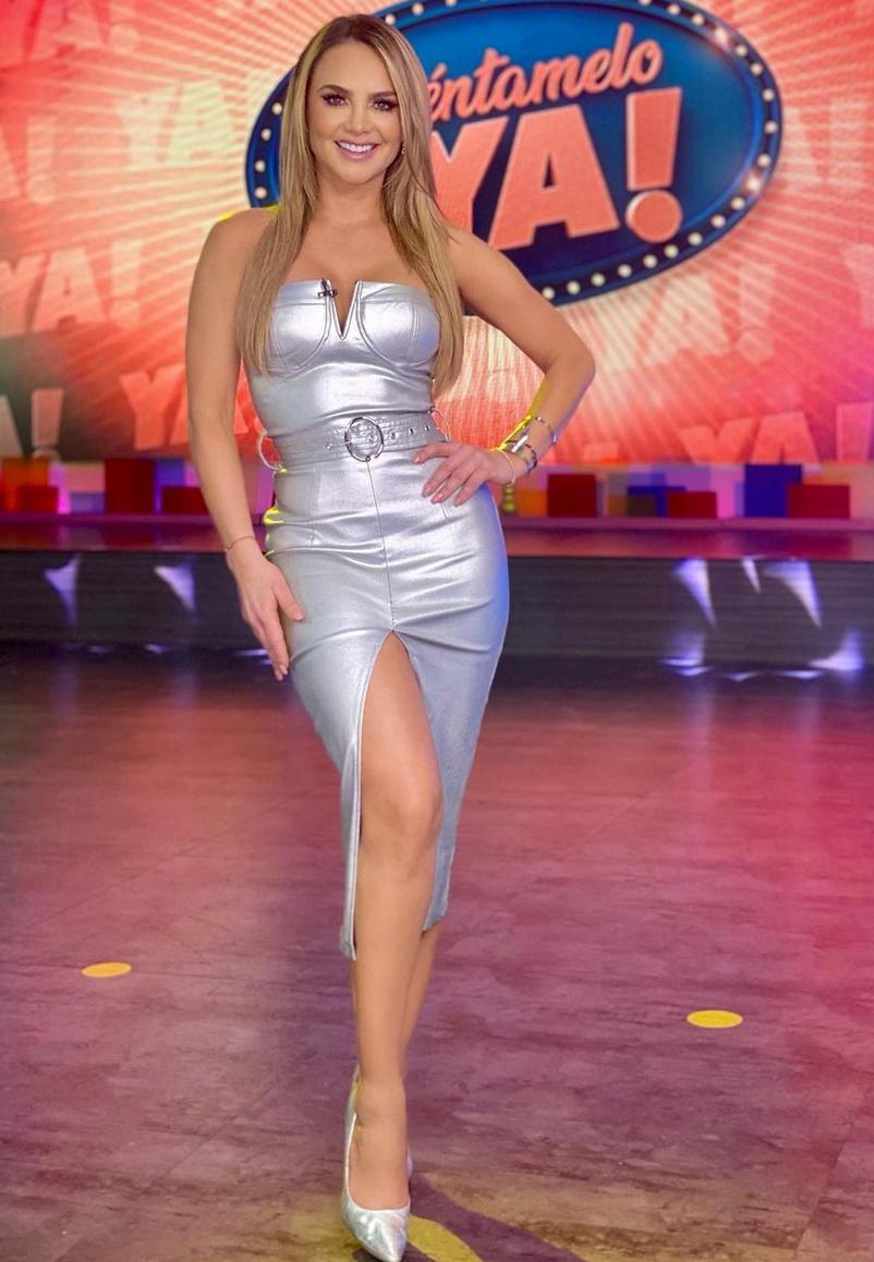 Ximena Cordoba, vestido plateado