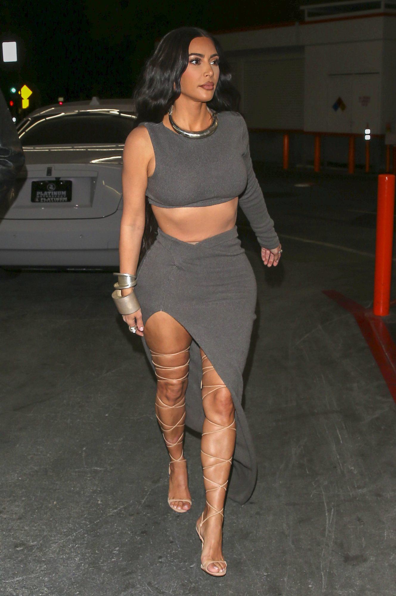 Kim Kardashian, sexy, sandalias tipo gladiador