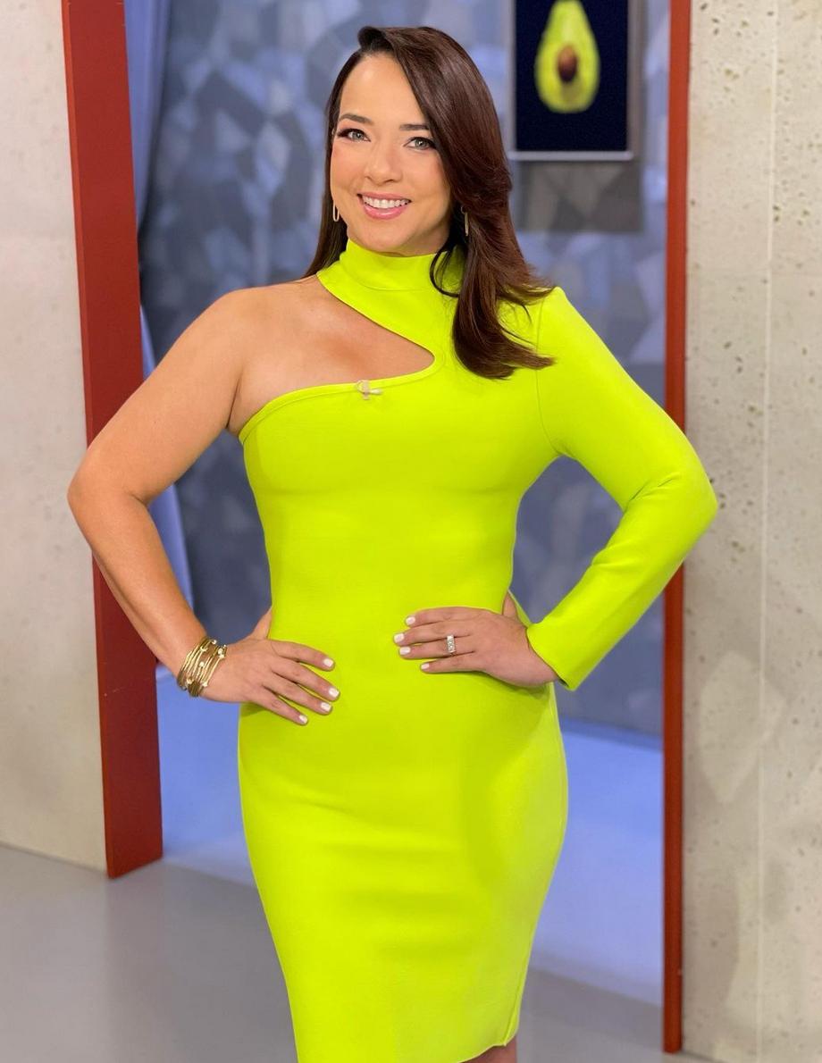 Adamari lopez, vestido verde neon, hoy dia