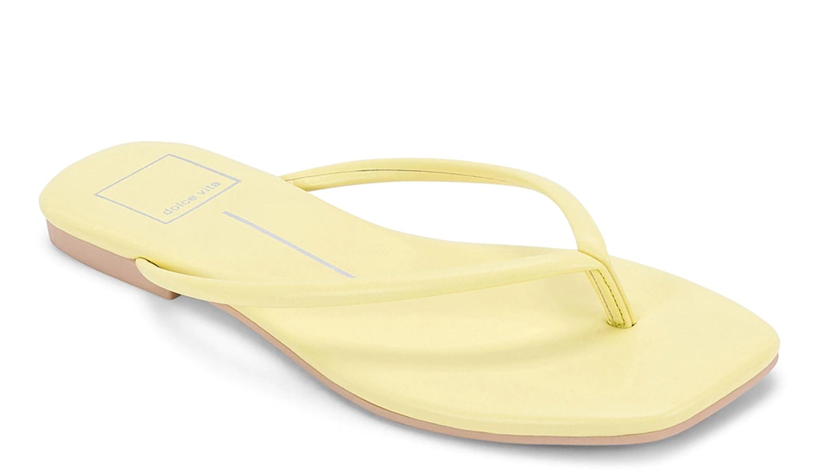 esenciales de verano, sandalias, chanclas, dolce vita