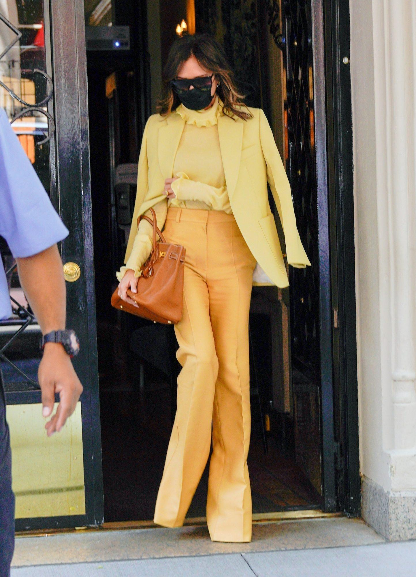 Victoria Beckham, look del dia, look amarillo