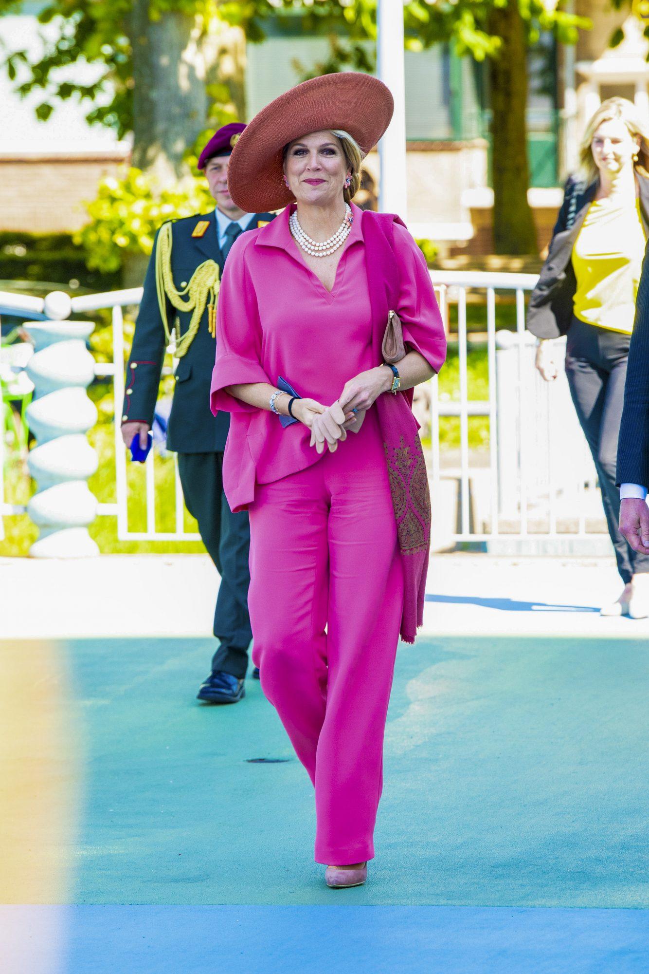 Reina Maxima, conjunto rosado