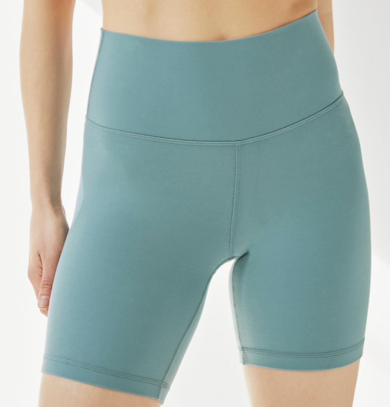 tendencias de verano shorts aritzia tna
