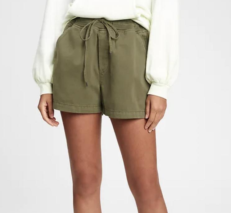 tendencias de verano shorts gap