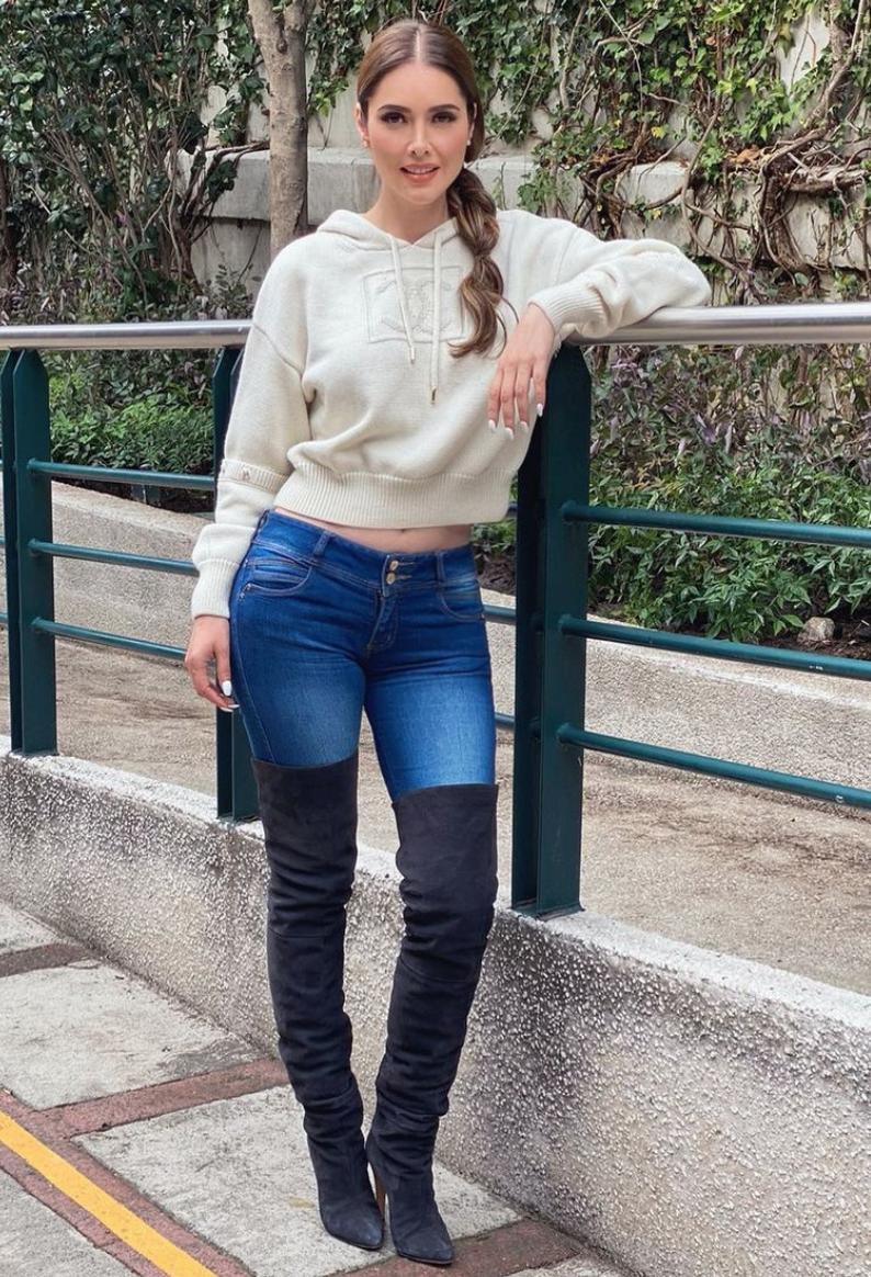 Marlene Favela, jeans, botas, sueter, ciudad de mexico