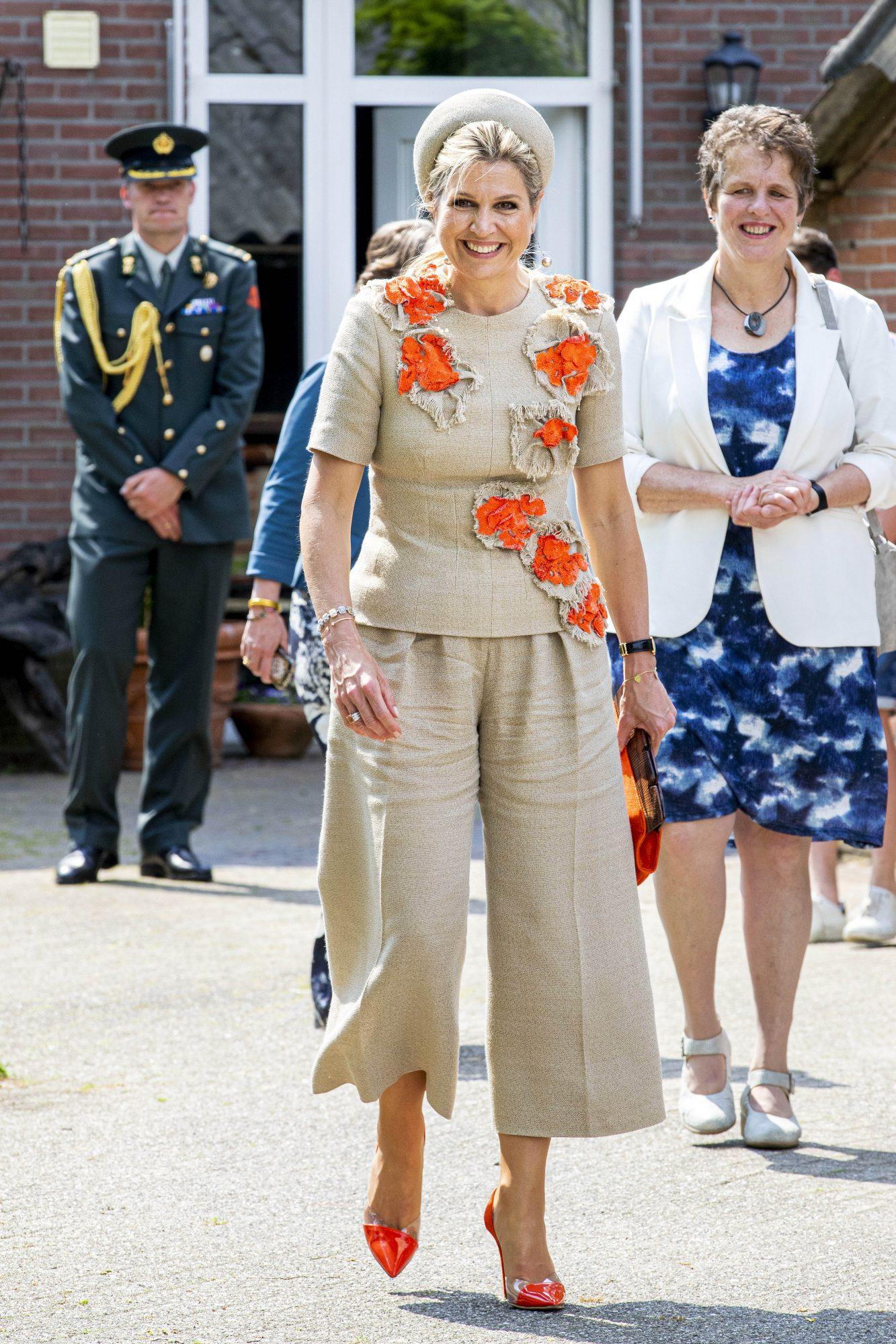 Reina Maxima, look del dia, conjunto crema con aplicaciones florales