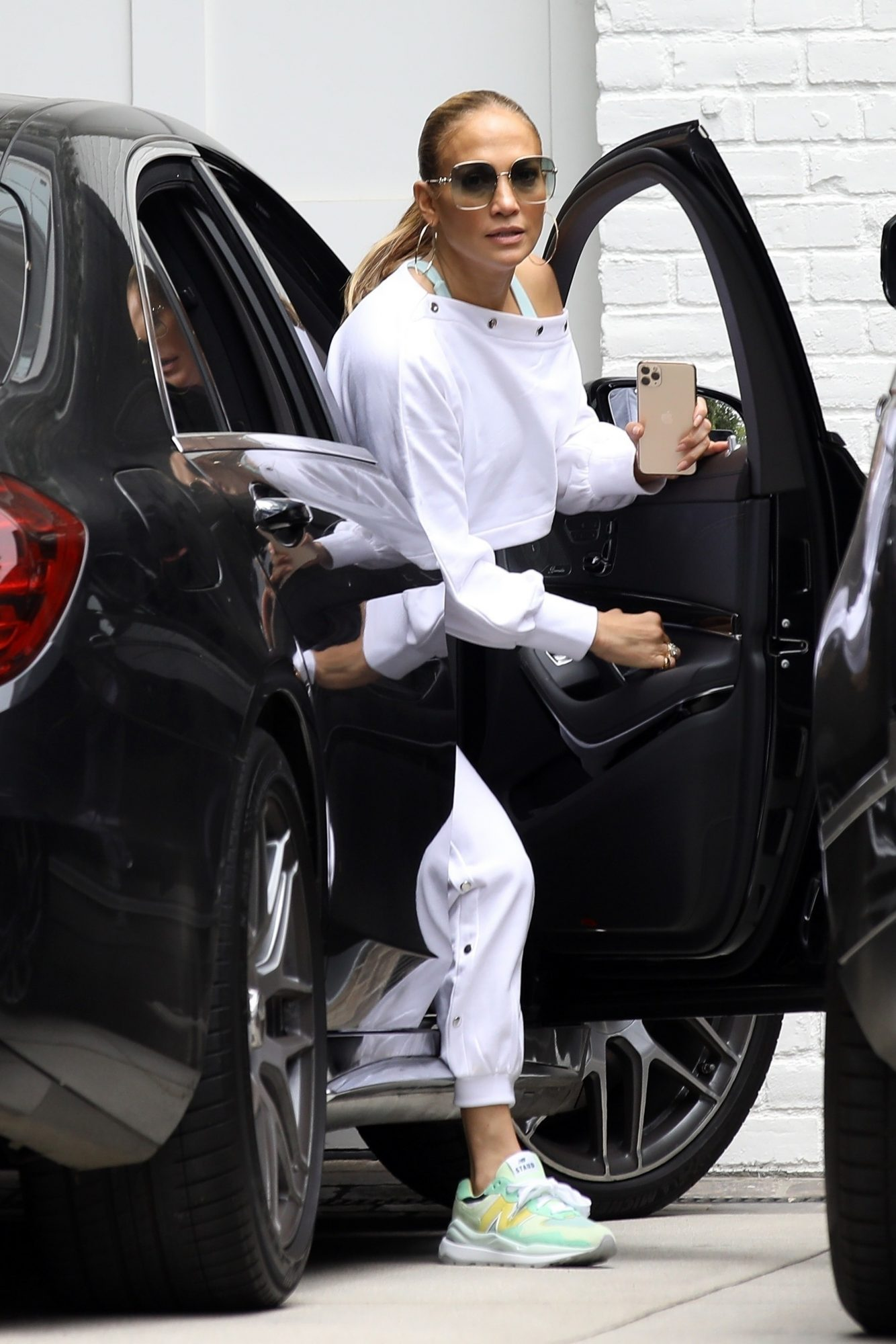 Ben Affleck Brings J-Lo to his Brentwood Home for the First Time