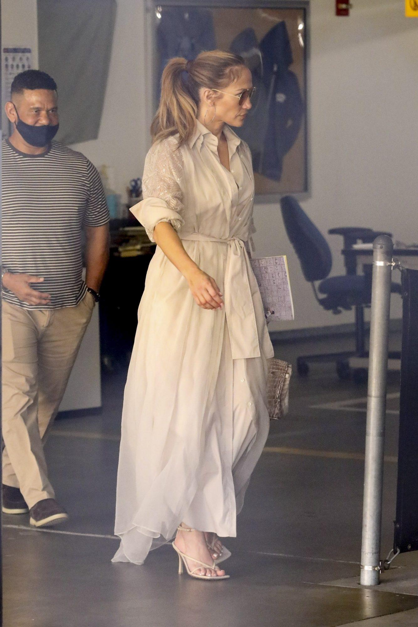 Jennifer Lopez, vestido maxi, vestido camisero, Los Angeles
