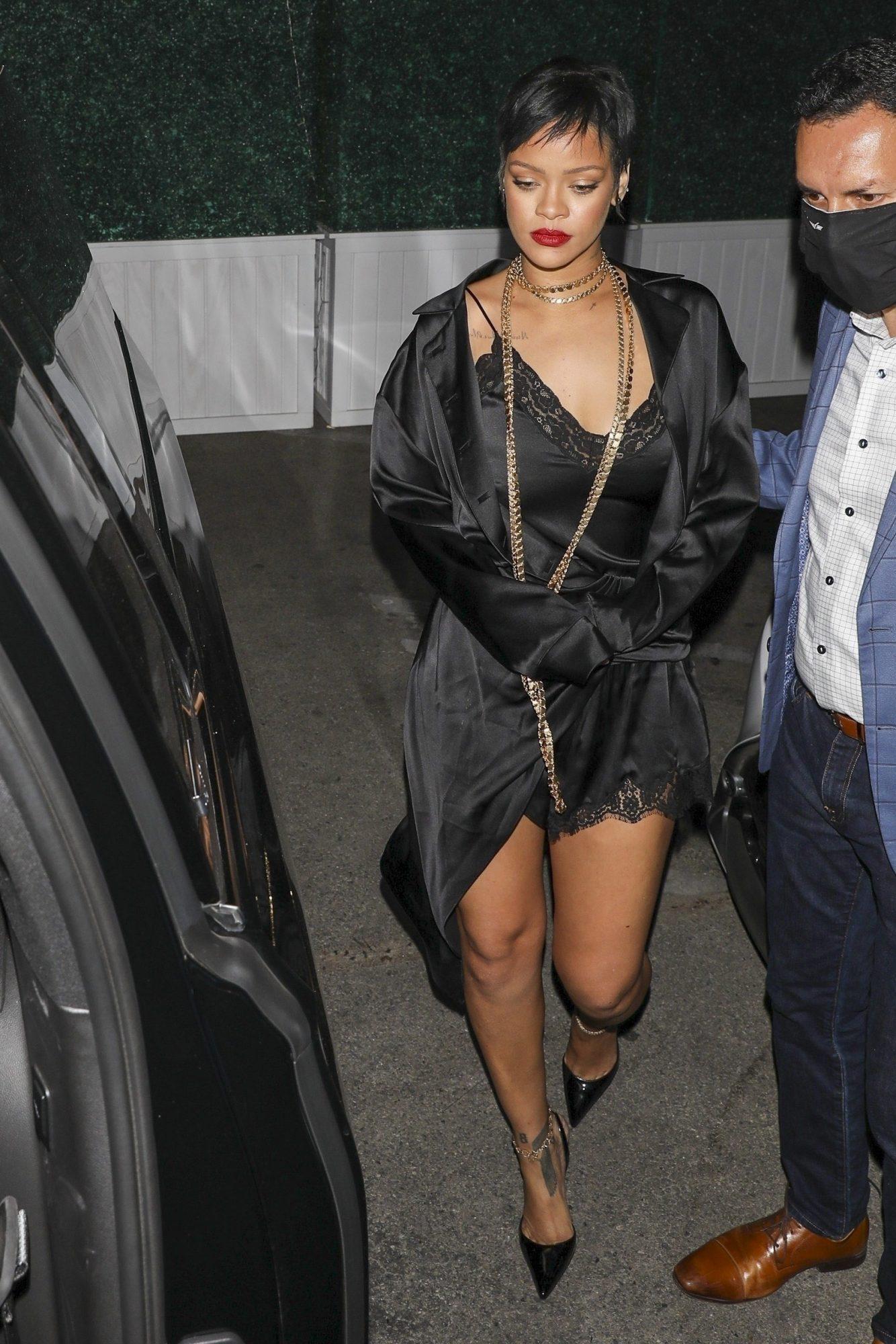 Rihanna, Hollywood, minivestido negro de encaje