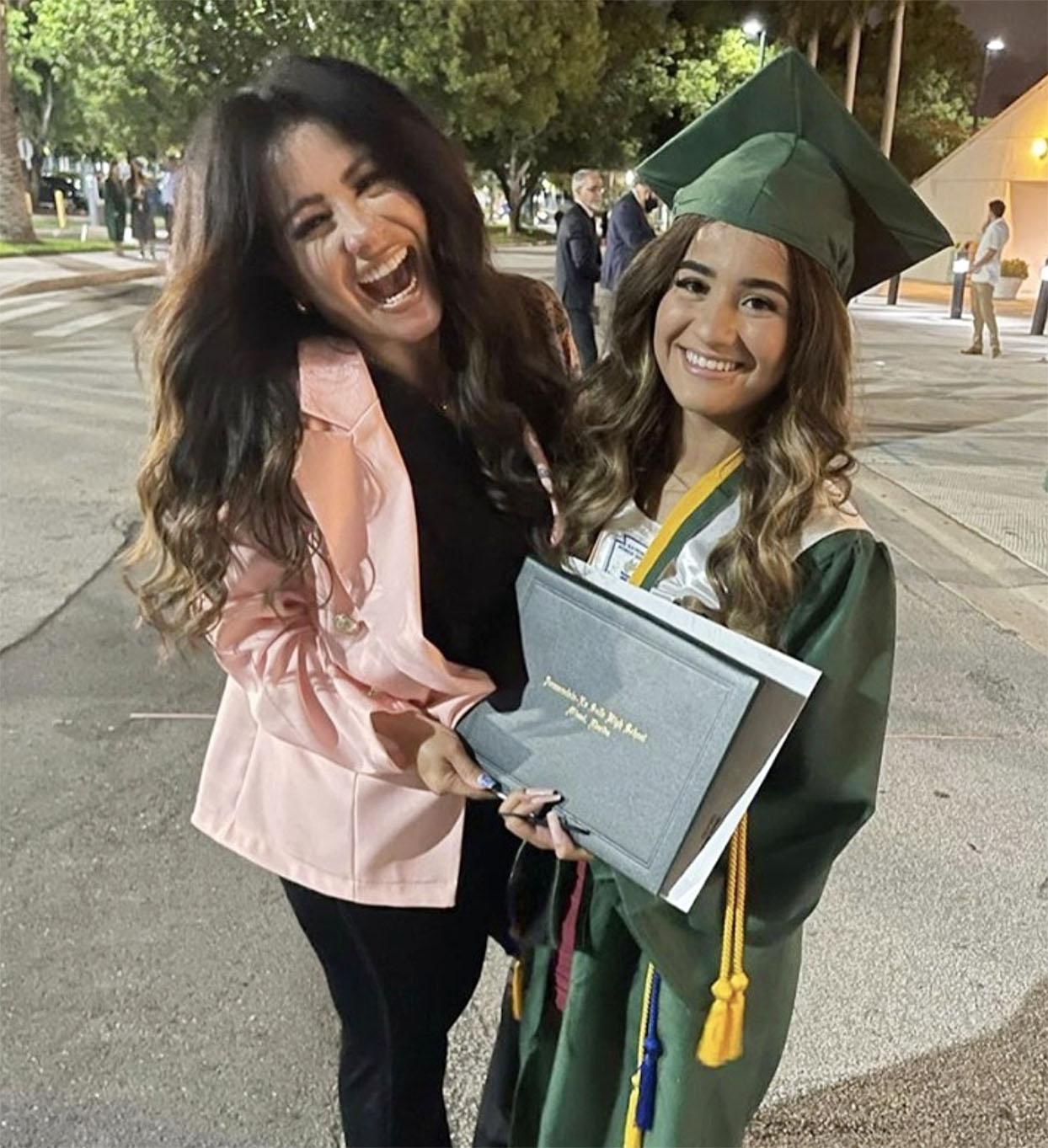 carolina sandoval hija graduacion 2021