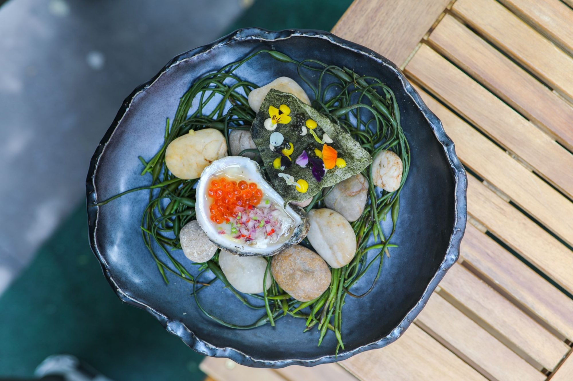 nori caviar :oyster and ikura