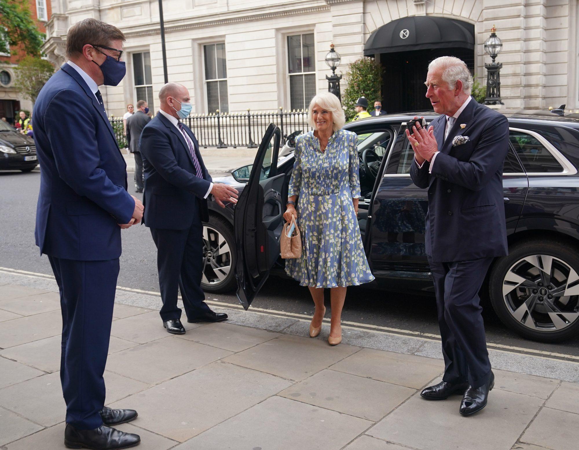 Camilla y el príncipe Carlos en la Royal Opera House de Londres