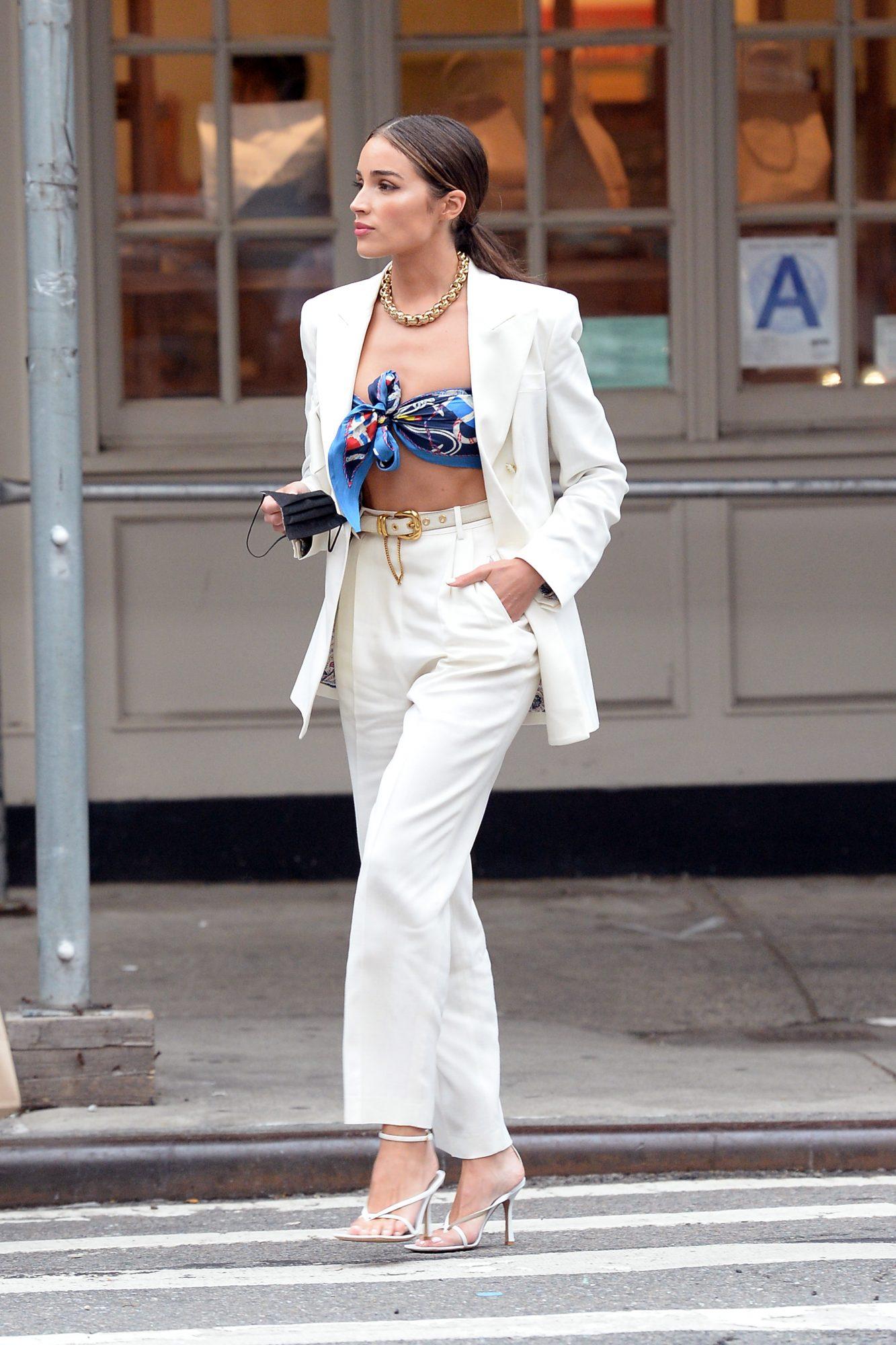 Olivia Culpo, look del dia, conjunto blanco