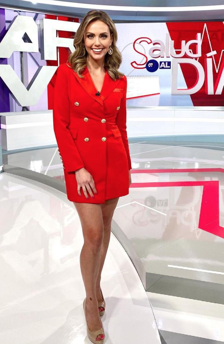 Jessica Carrillo, vestido rojo, vestido tipo esmoquin