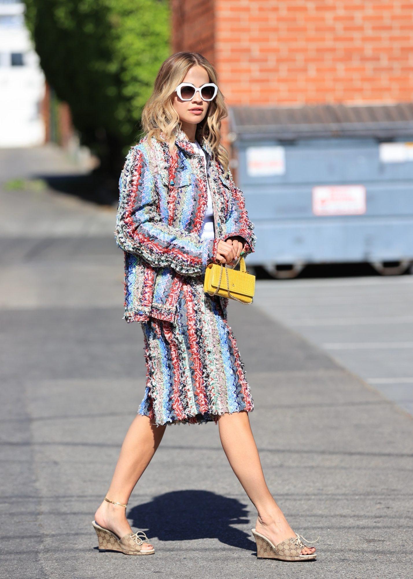 Rita Ora, look del dia, conjunto a rayas