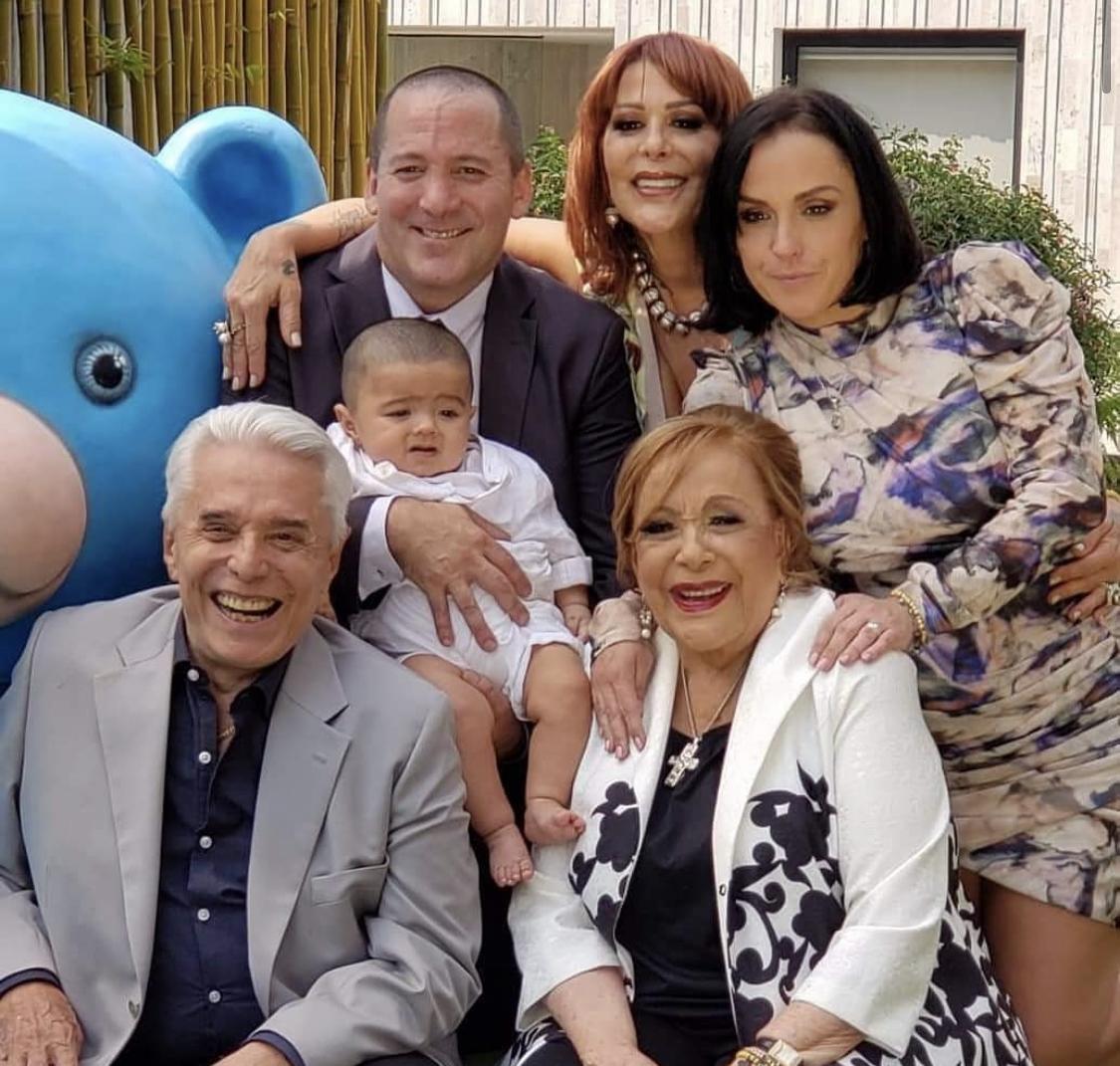 Silvia Pinal en familia