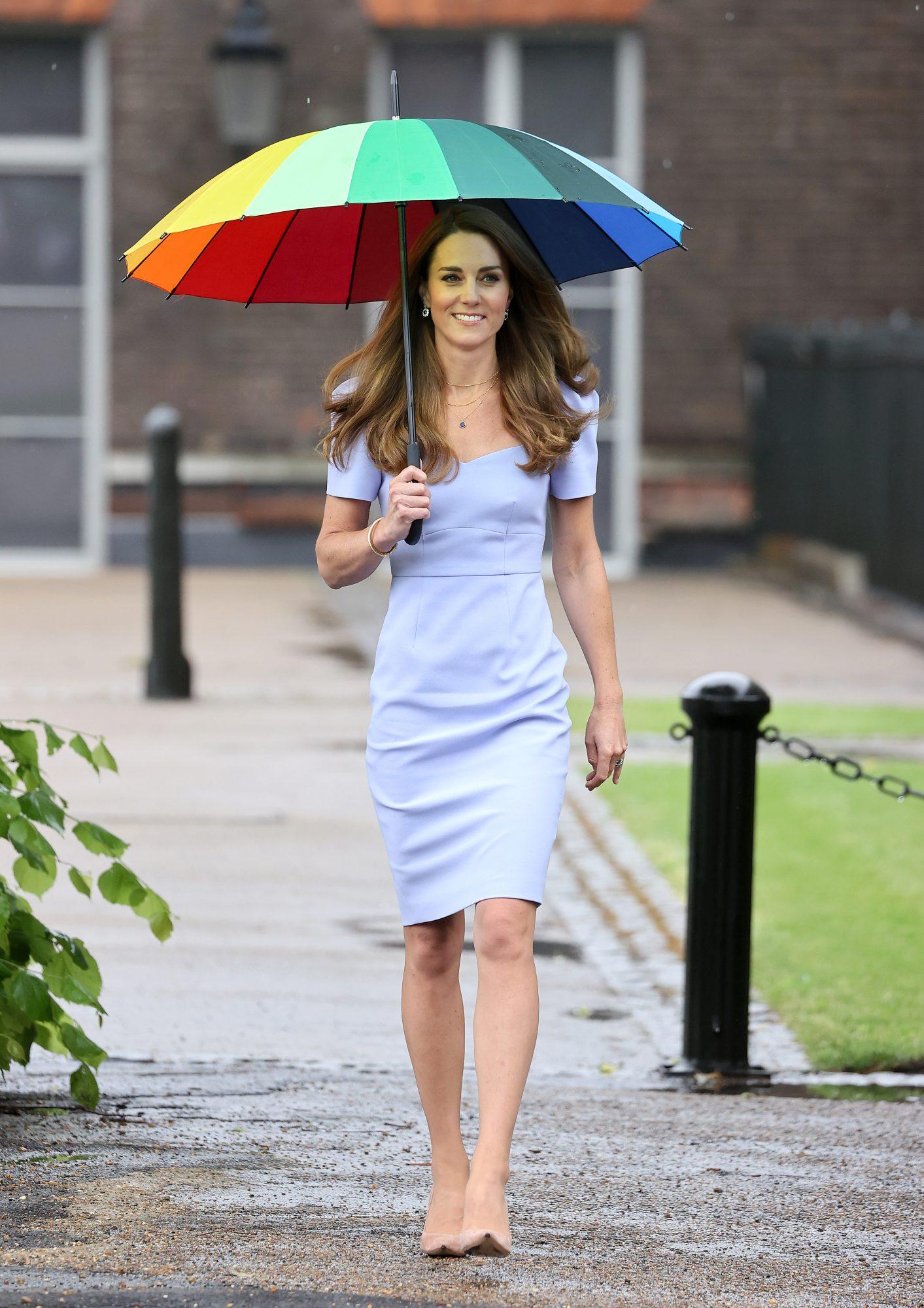 Kate Middleton, look del dia, vestido azul pastel