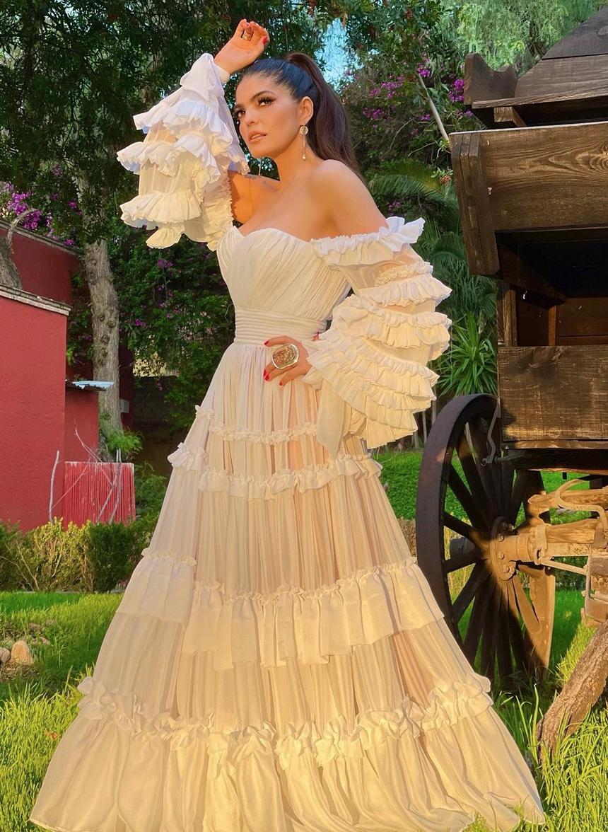 Ana Barbara, vestido blanco