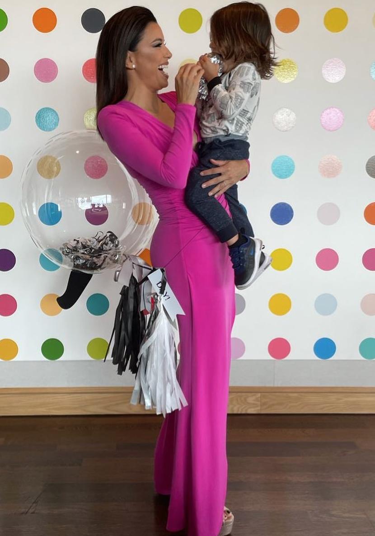 Eva Longoria, vestido rosado, cumpleaños de su hijo