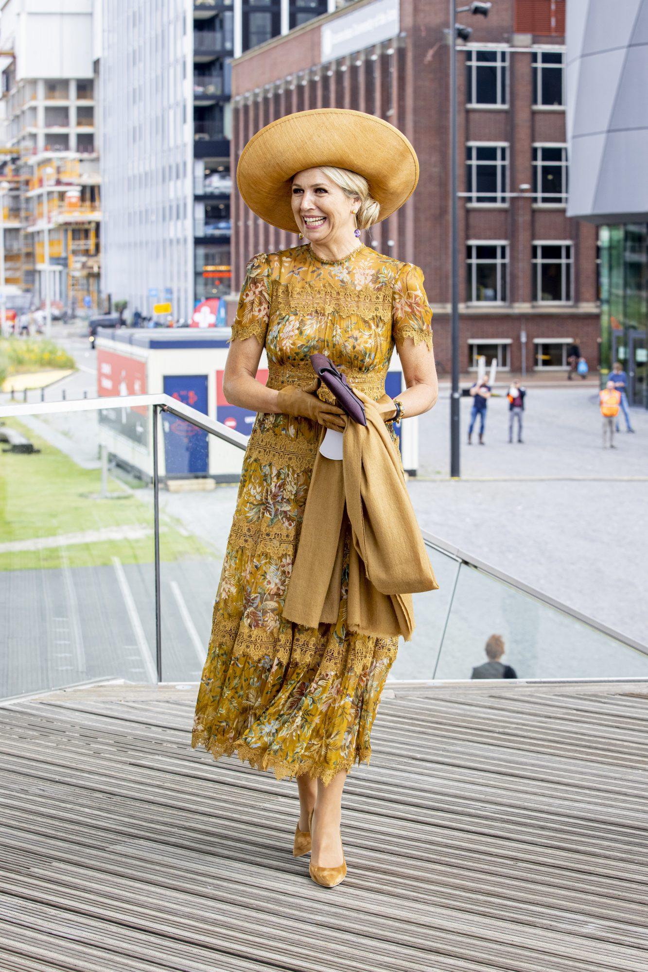 Reina Maxima de Holanda, look del dia, vestido amarillo estampado, sombrero amarillo