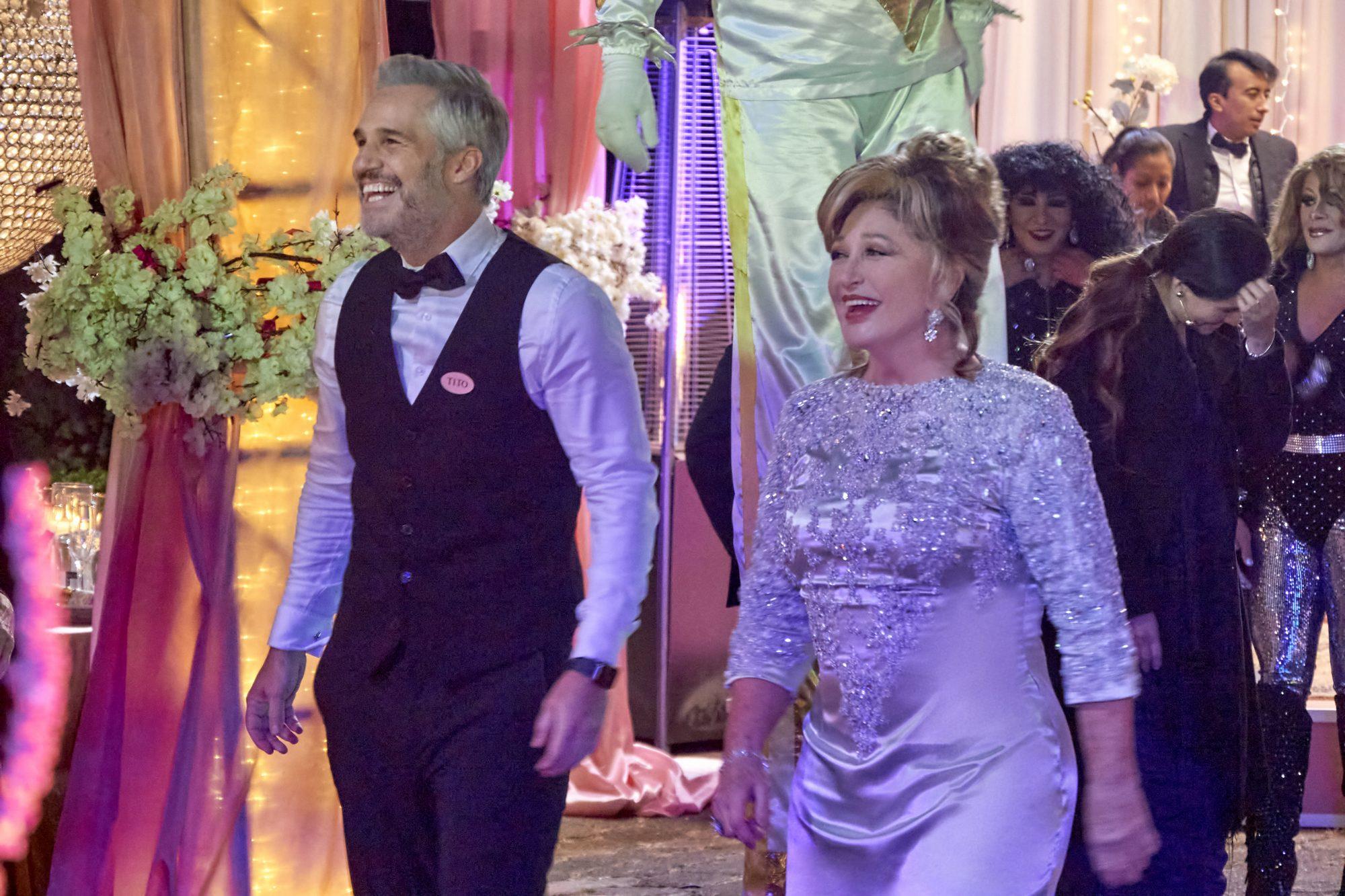 Juan Pablo Medina y Angelica María en La casa de las flores, la película