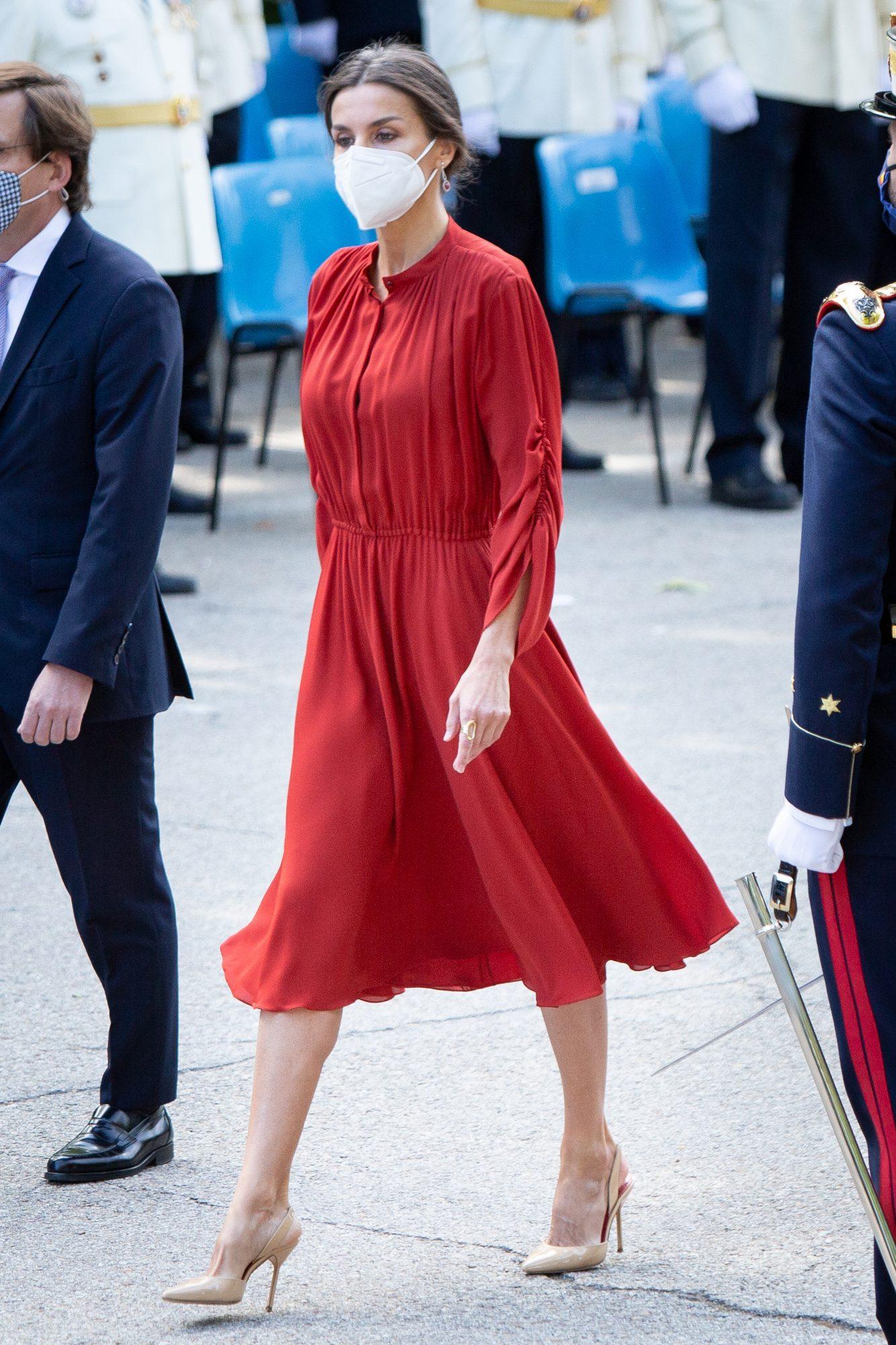 Reina Letizia, look del dia, vestido rojo