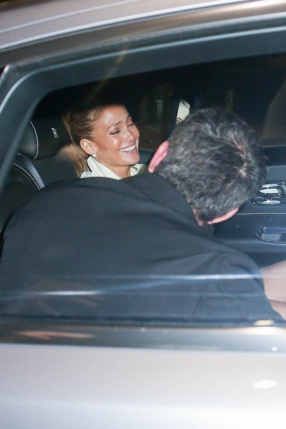 Jennifer Lopez & Ben Affleck Get Bombarded by a Flash Frenzy Arriving for a Dinner Date