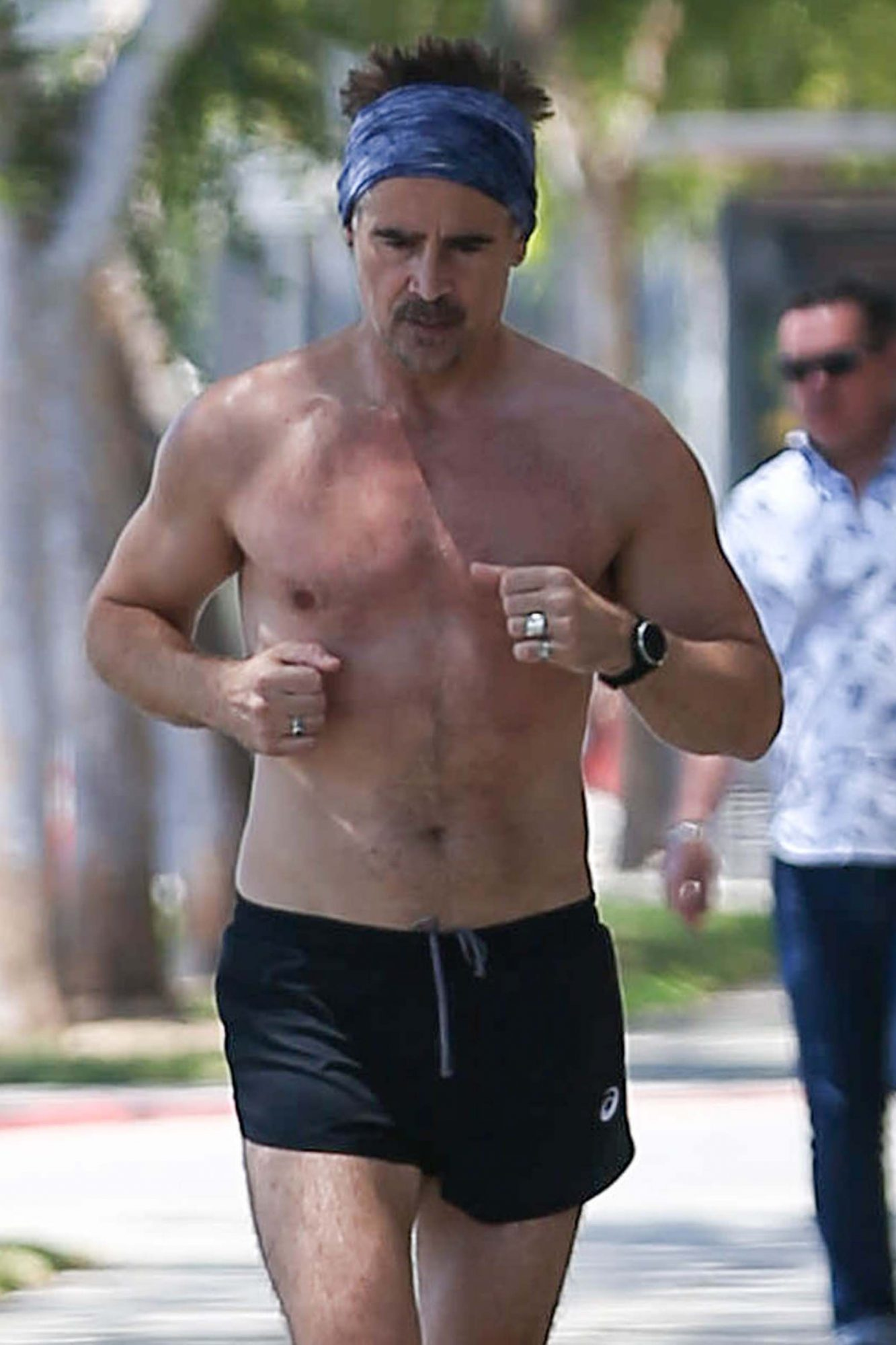 Colin Farrell Shows Off his Abs & Toned Arms During a Shirtless Run in LA