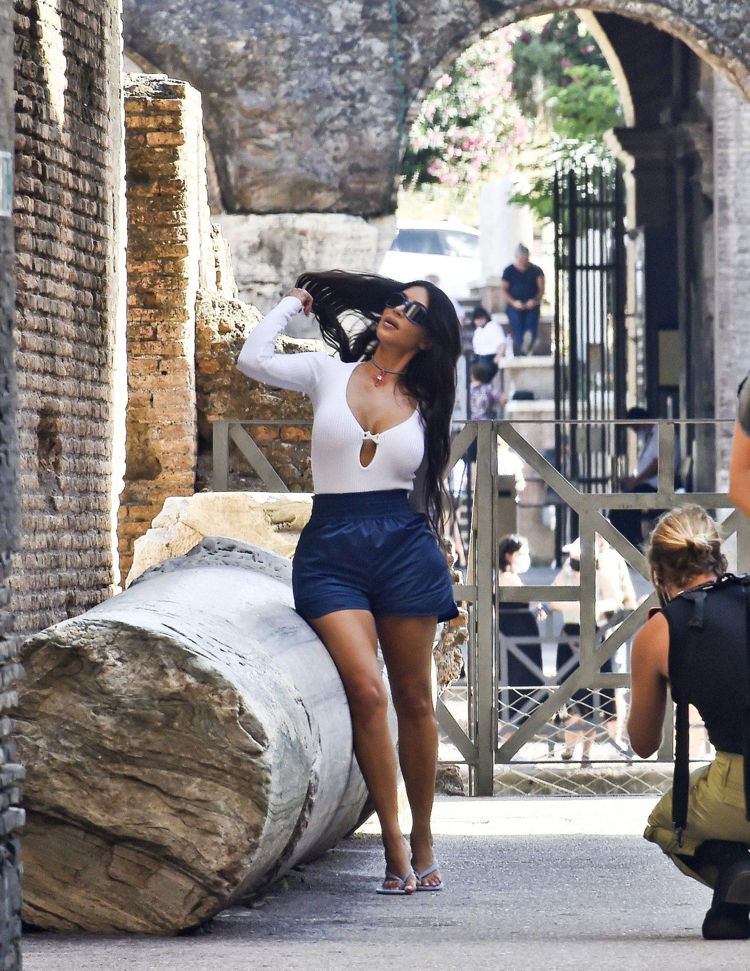 Kim Kardashian Shows Off her Legs in Rome