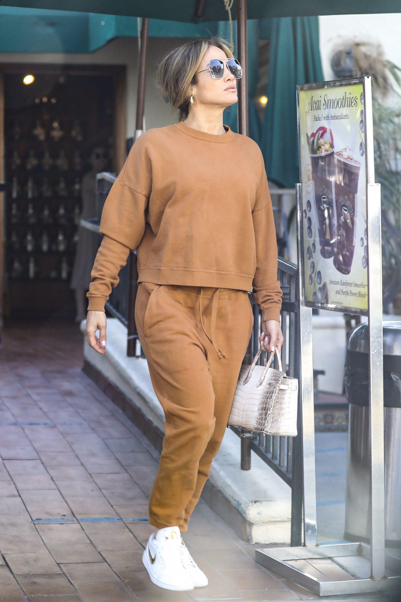 Jennifer lopez, look del dia, look casual oversized