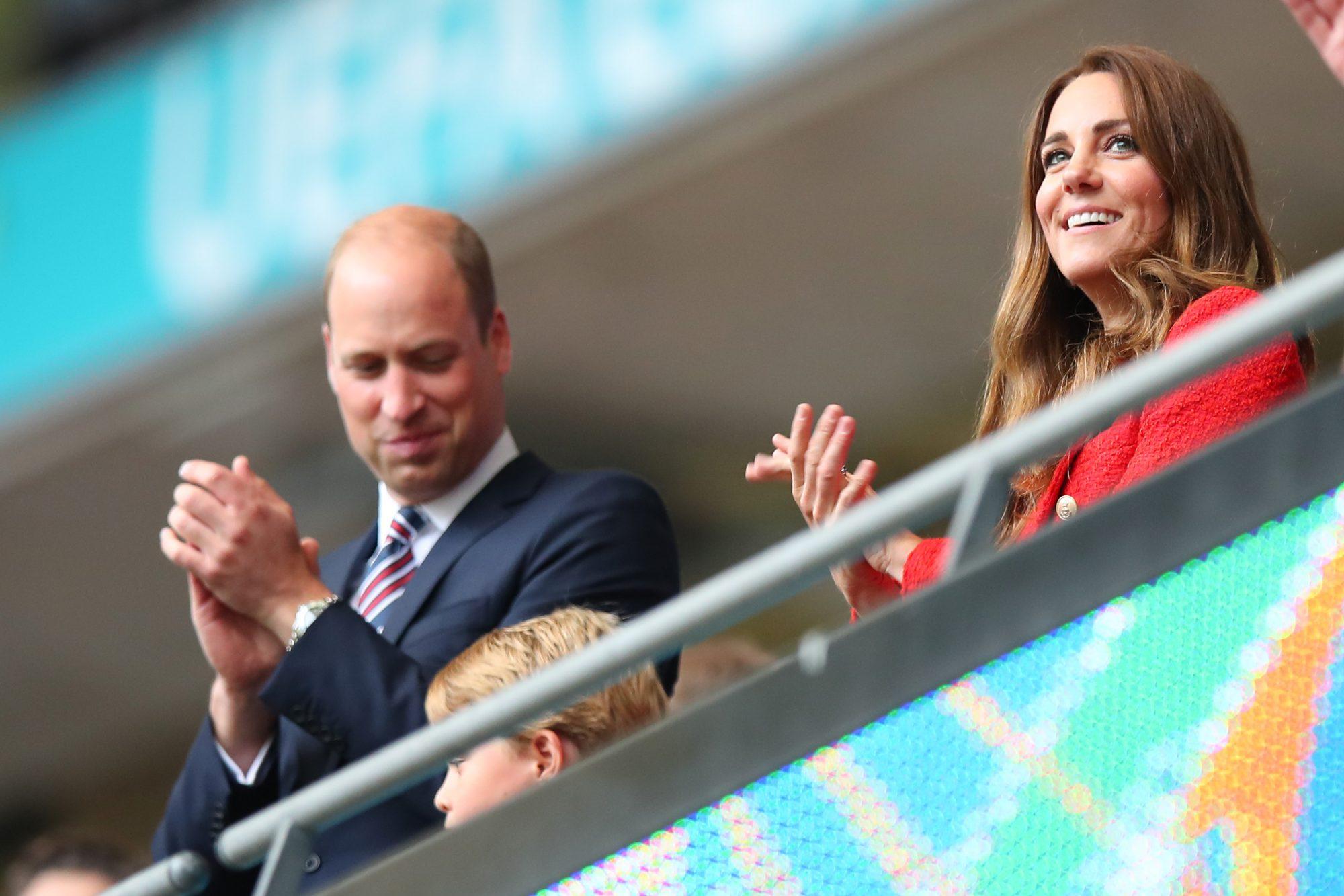 Kate Middleton Euro Copa blazer rojo