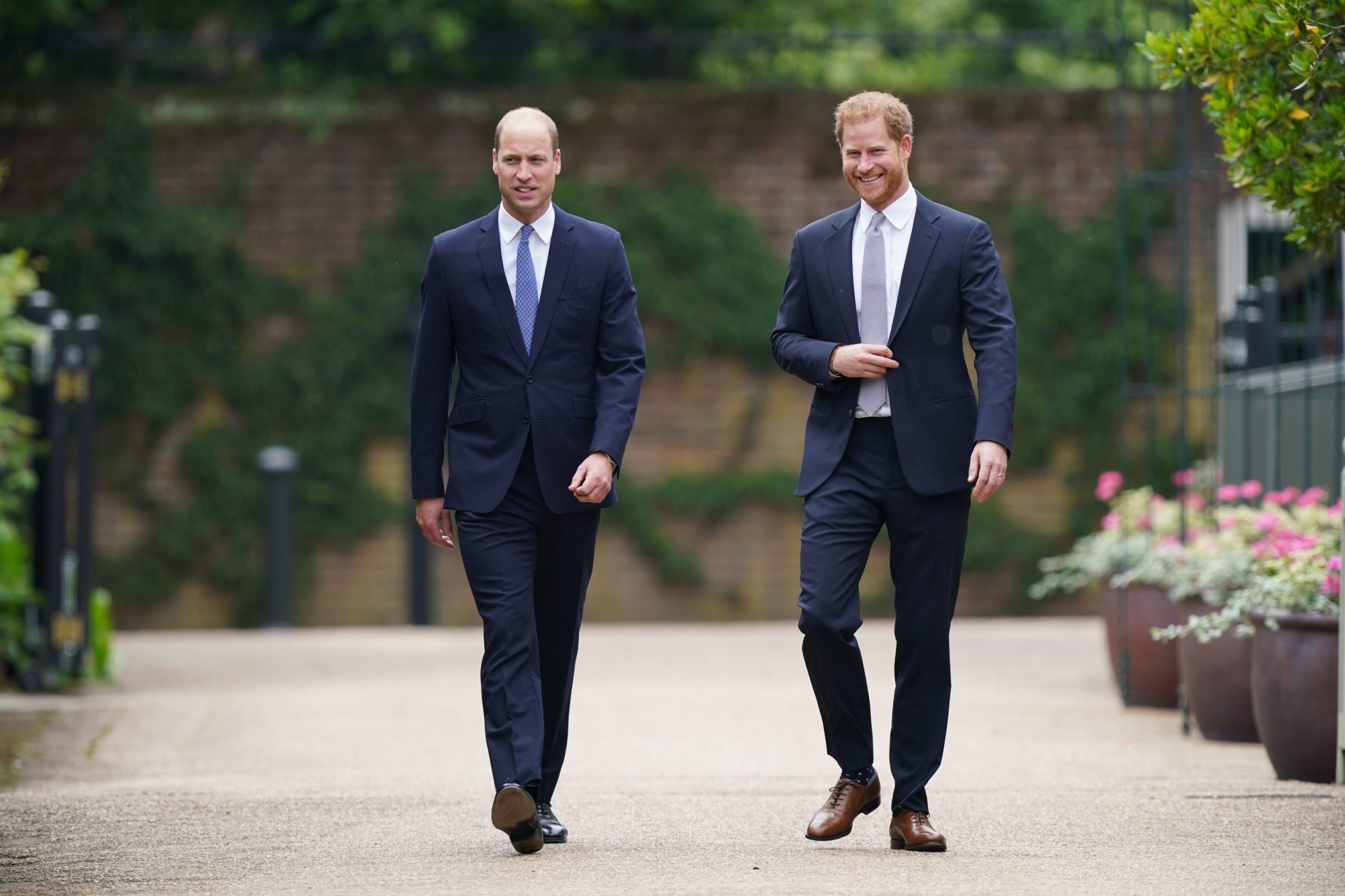 principe william principe harry revelan estatua de la princesa diana
