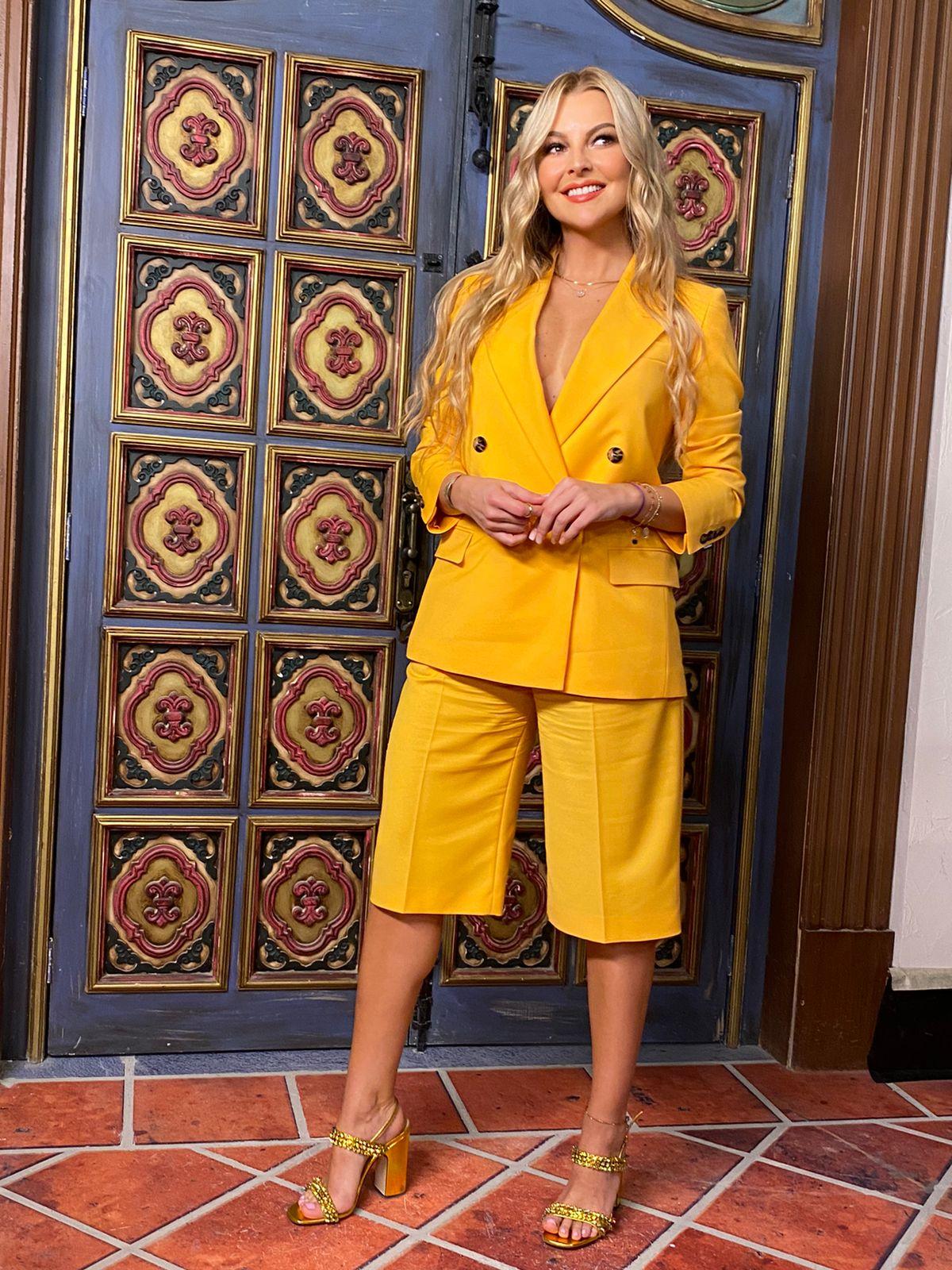 Marjorie de sousa, look del dia, conjunto amarillo