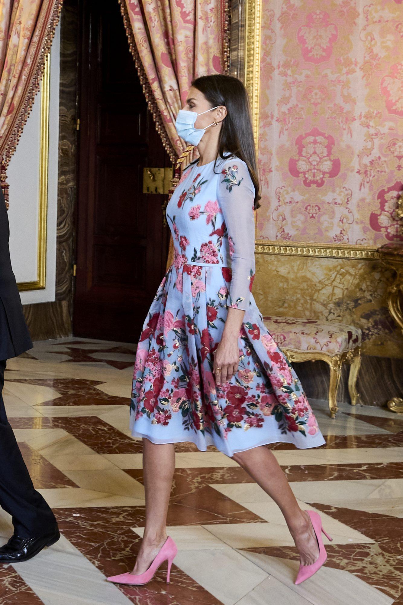 Reina Letizia, look del dia, vestido con estampado floral