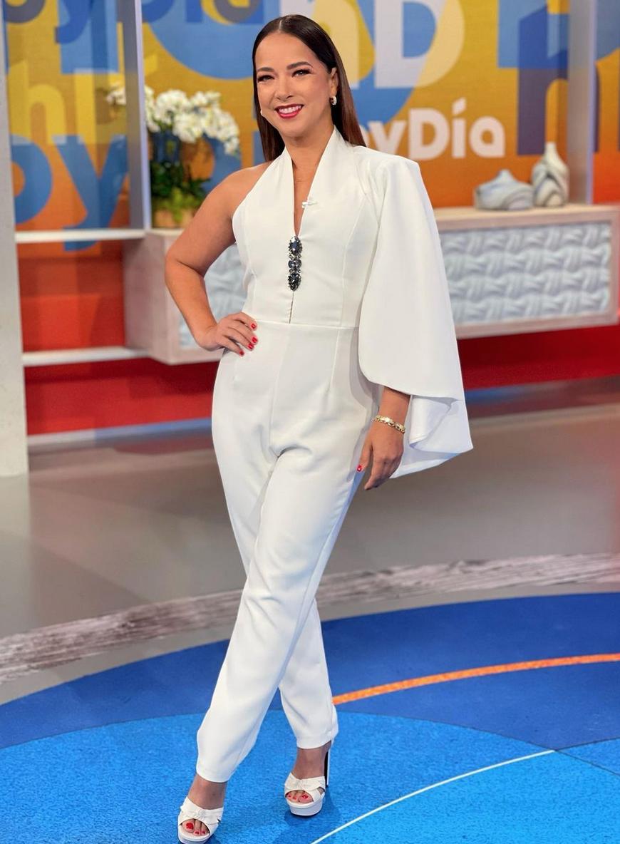 Adamari Lopez, look del dia, jumpsuit blanco