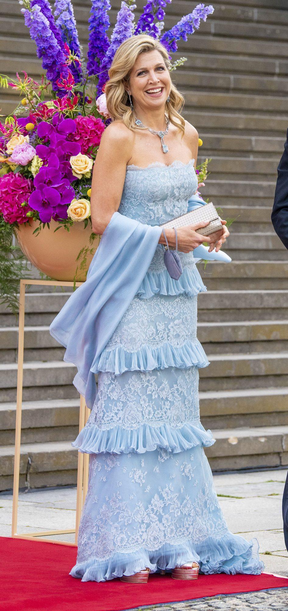 Reina Maxima de holanda, vestido azul de encaje, Alemania