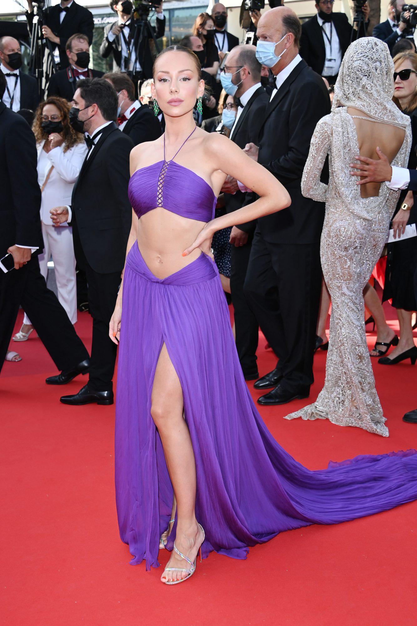 Ester Exposito en Cannes, vestido morado