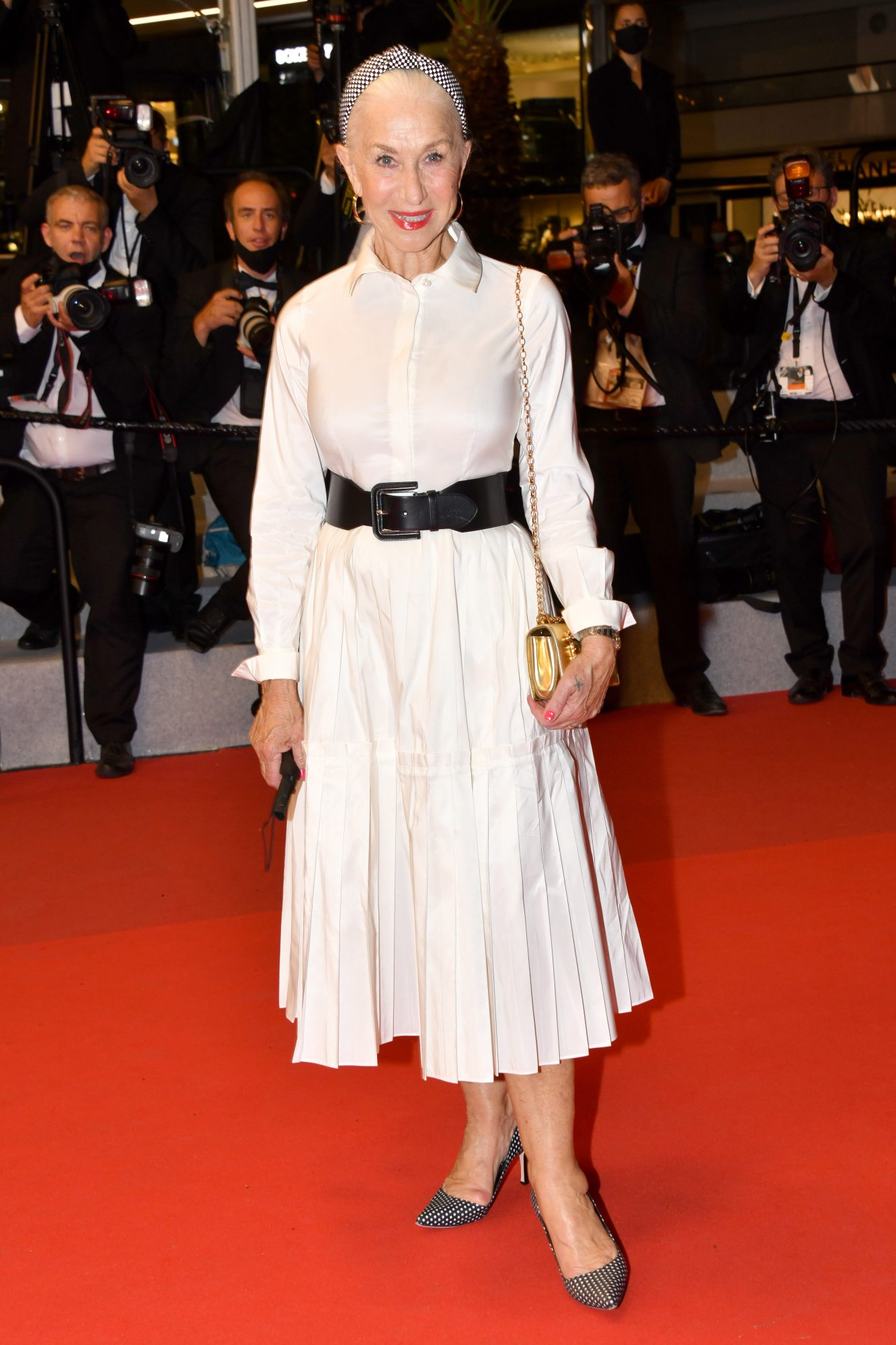 Helen Mirren con vestido blanco, Cannes