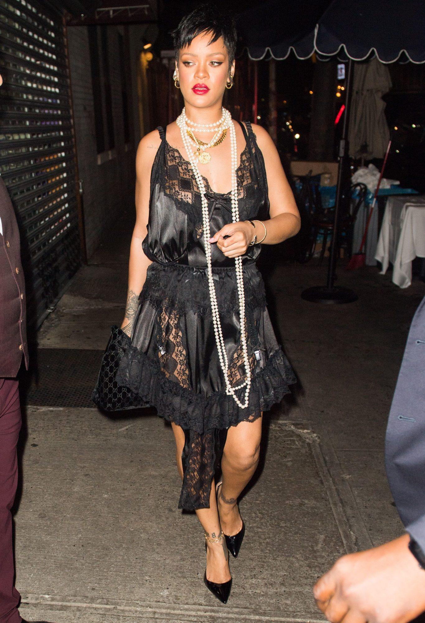 Rihanna, vestido negro