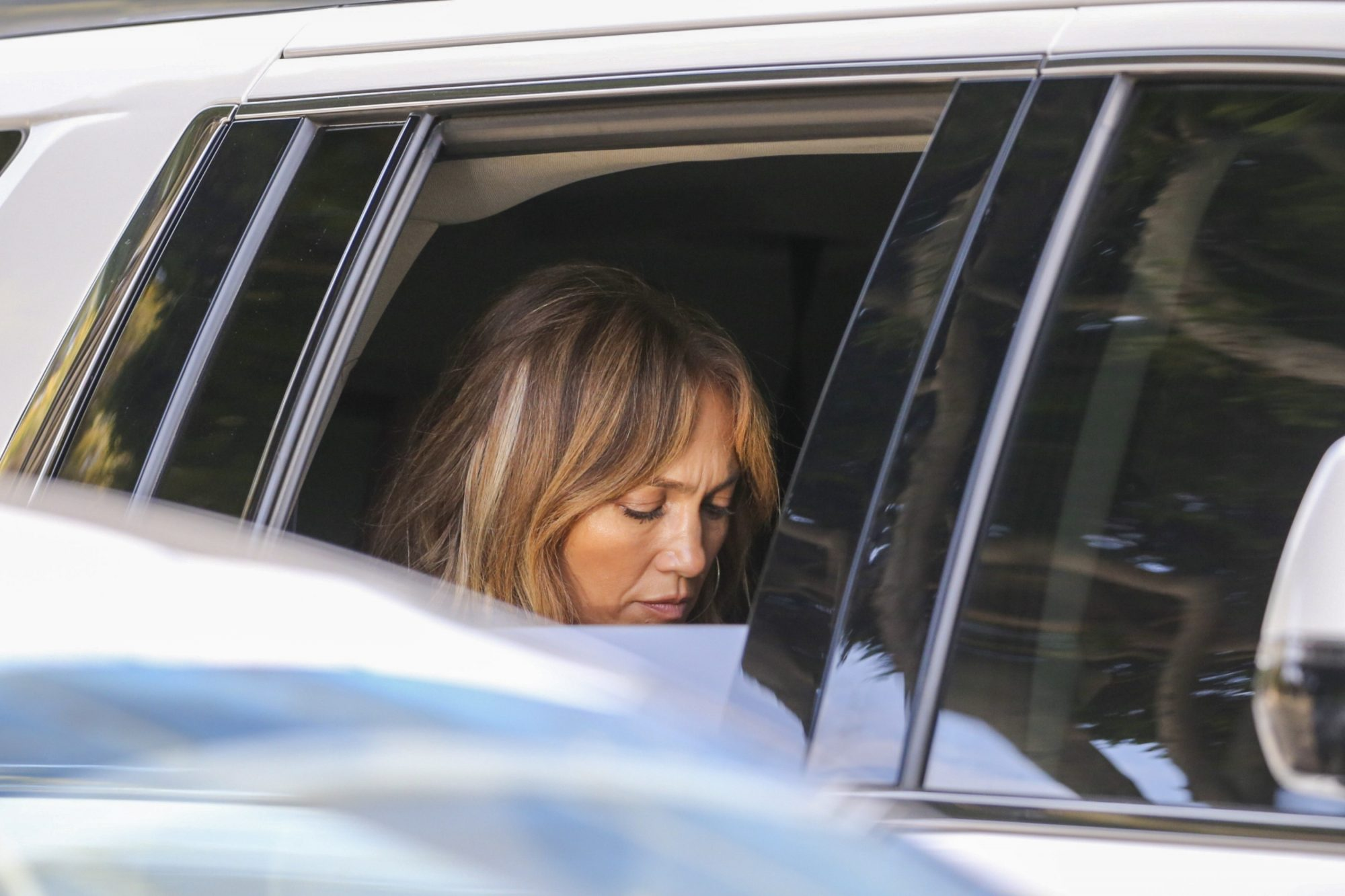 Jennifer Lopez Looks Sad while Leaving an Office Building in Beverly Hills